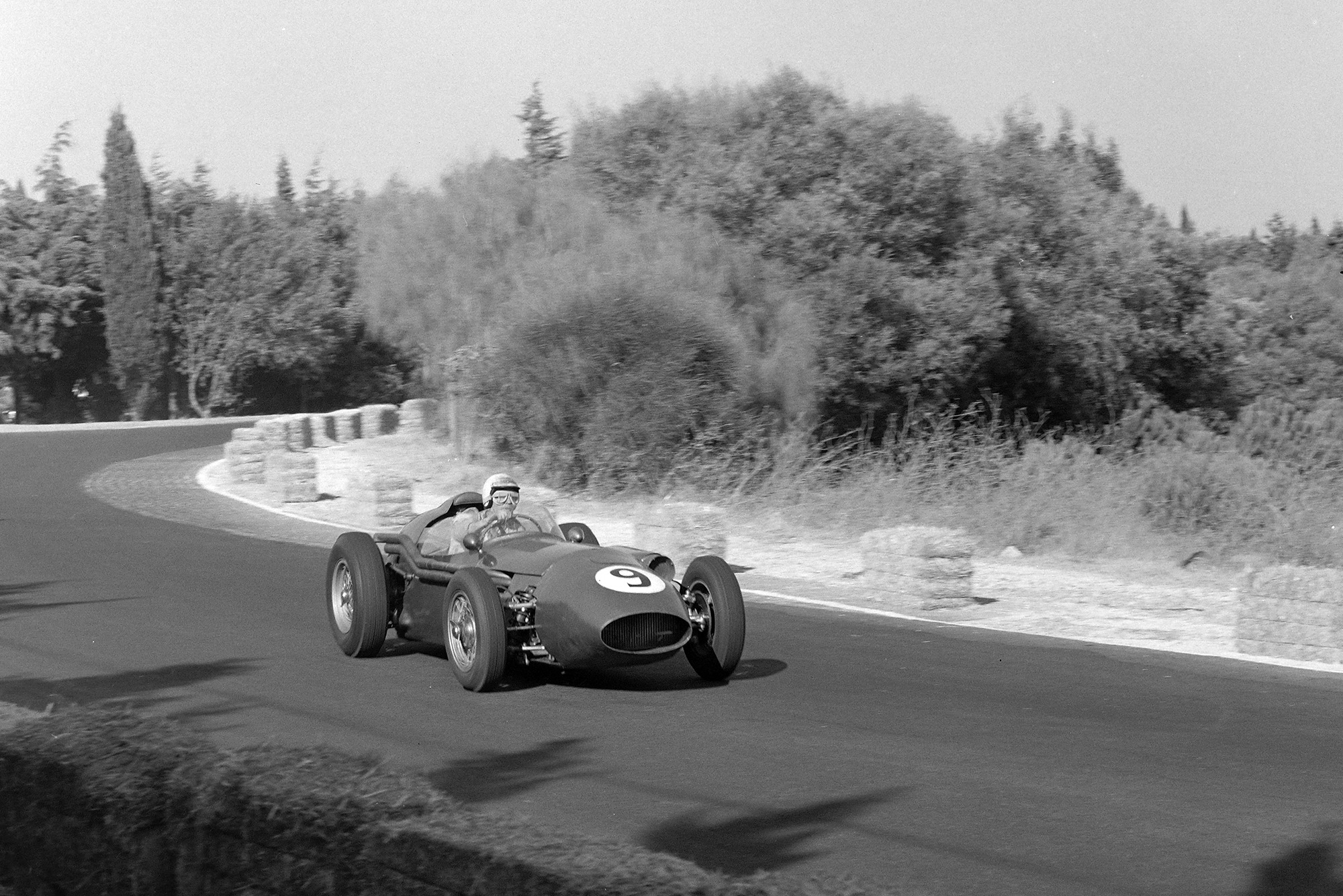 Carroll Shelby in an Aston Martin DBR4 250 during the 1959 F1 Portuguese Grand Prix