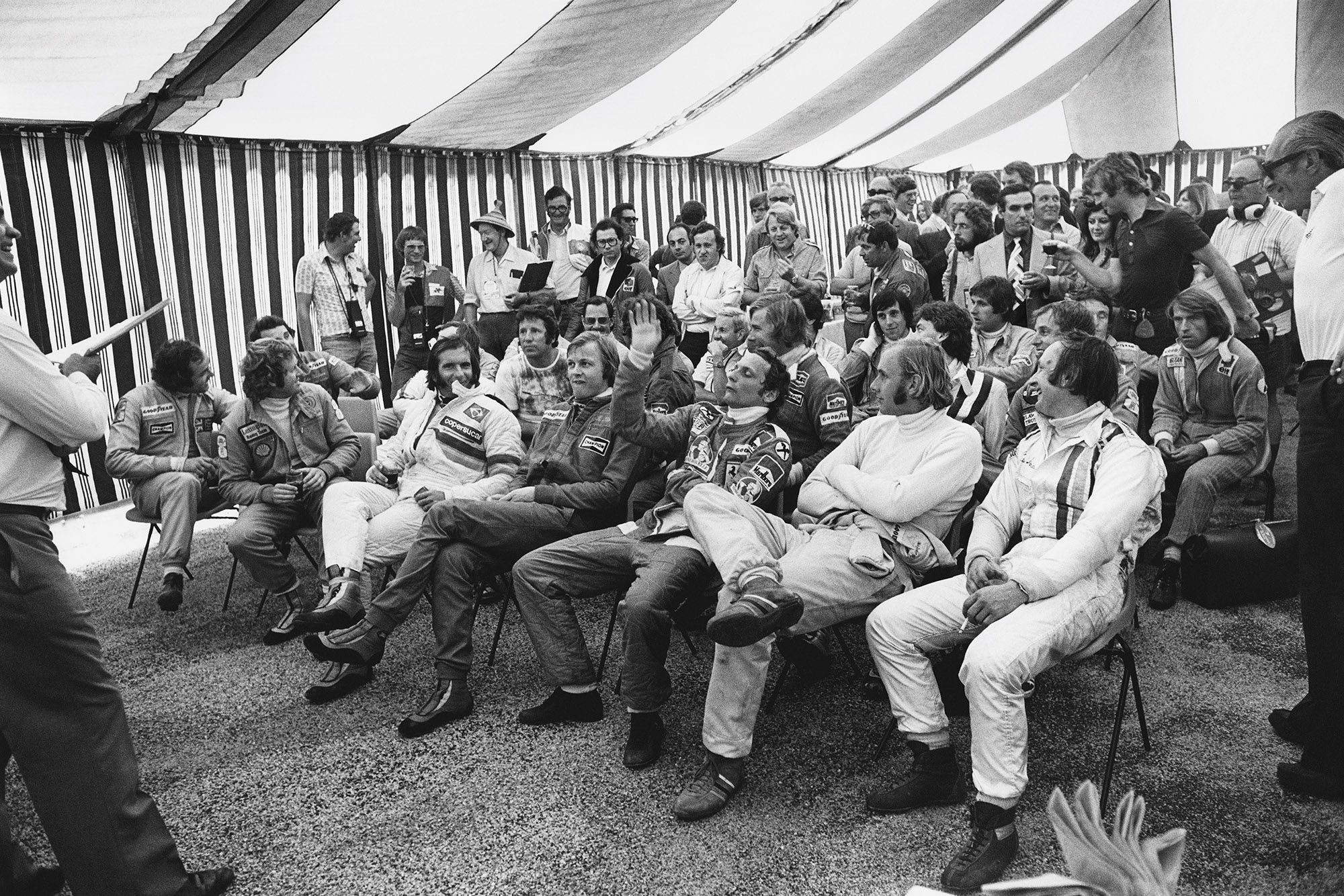 Niki Lauda raises his hand in a driver's briefing at the 1976 South African Grand Prix