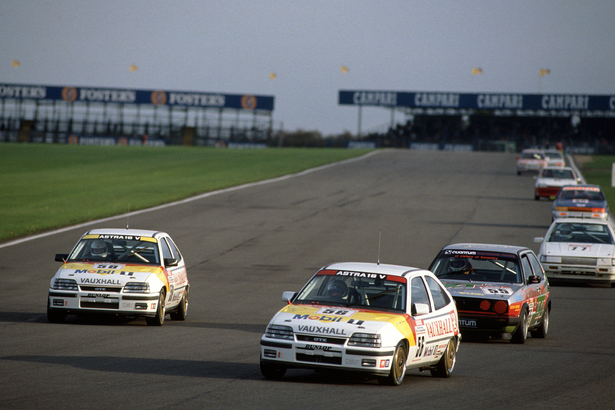 John Cleland leading at Silverstone in the 1989 BTCC
