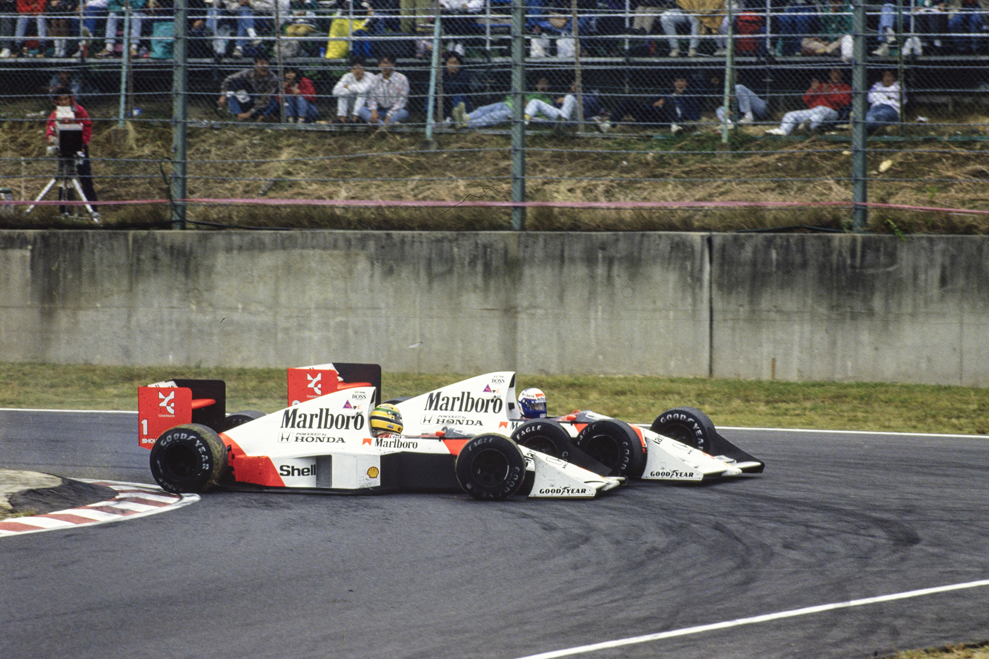 Ayrton Senna and Alain Prost at the Suzuka chicane ion the 1989 Japanese Grand Prix