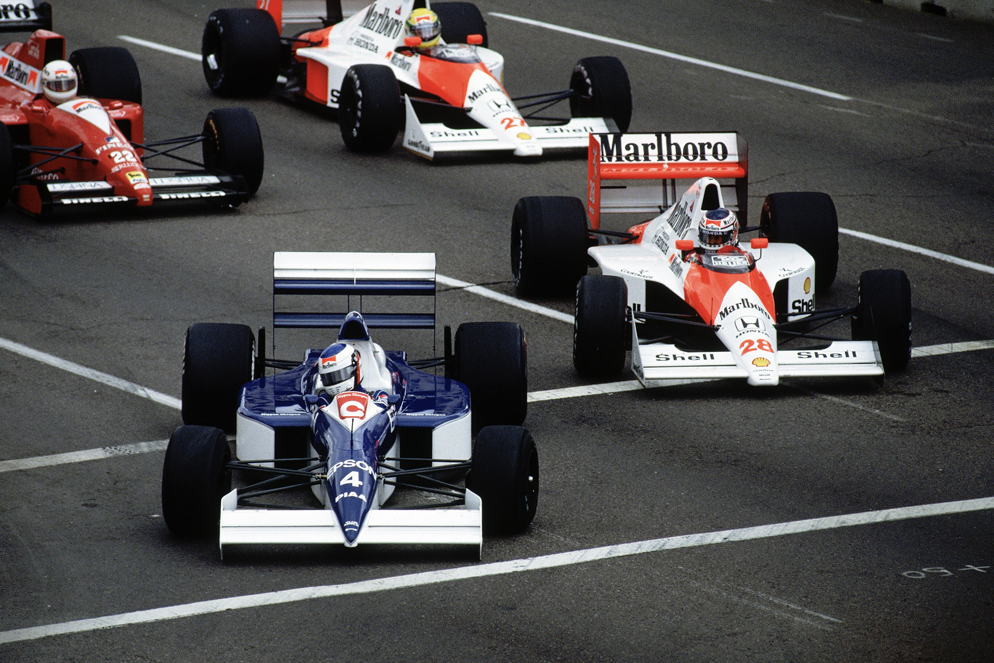 Jean Alesi dives inside Gerhard Berger to take the lead of the 1990 US Grand Prix in Phoenix