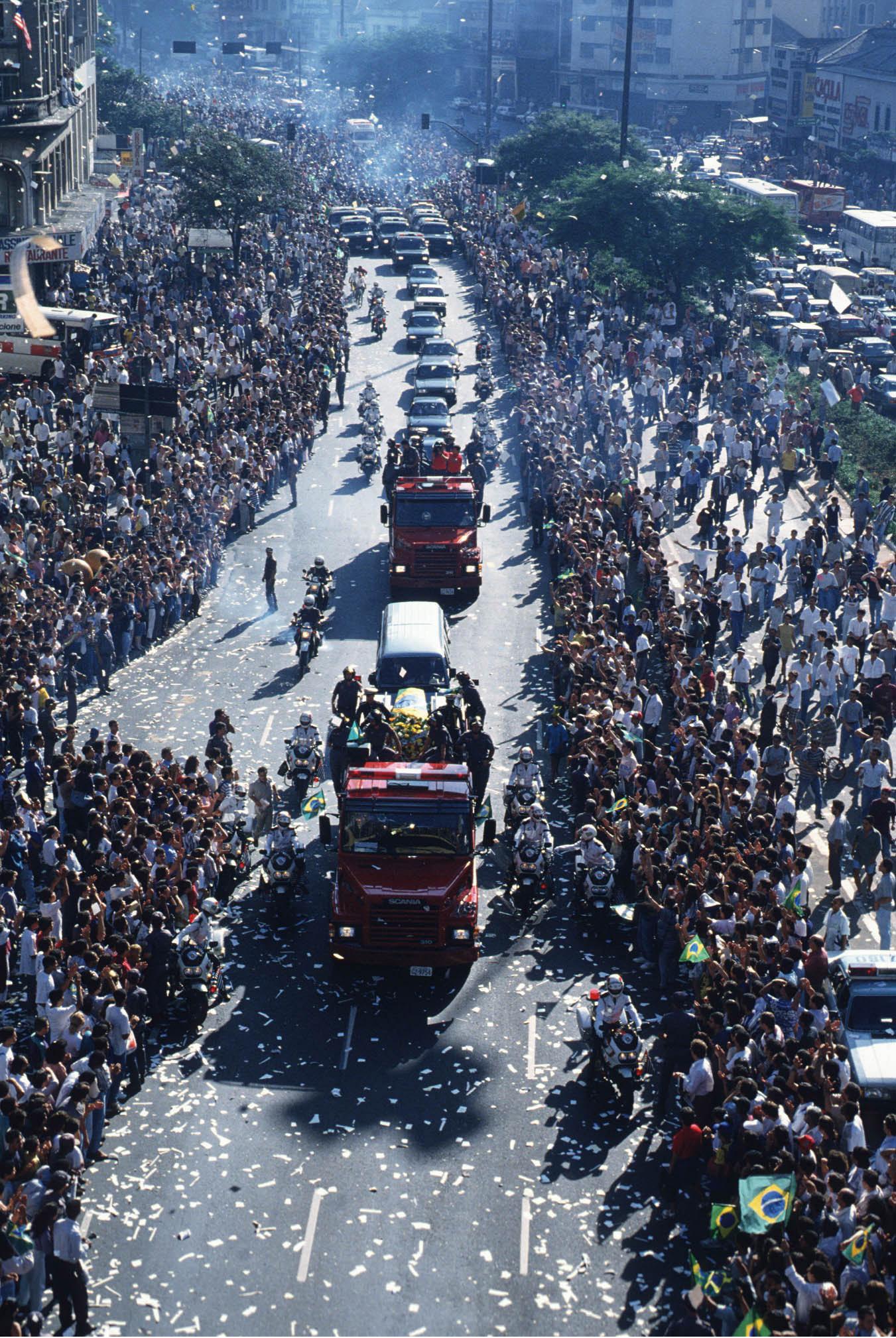Huge-crowds-line-the-route-of-Ayrton-Sennas-funeral-cortege