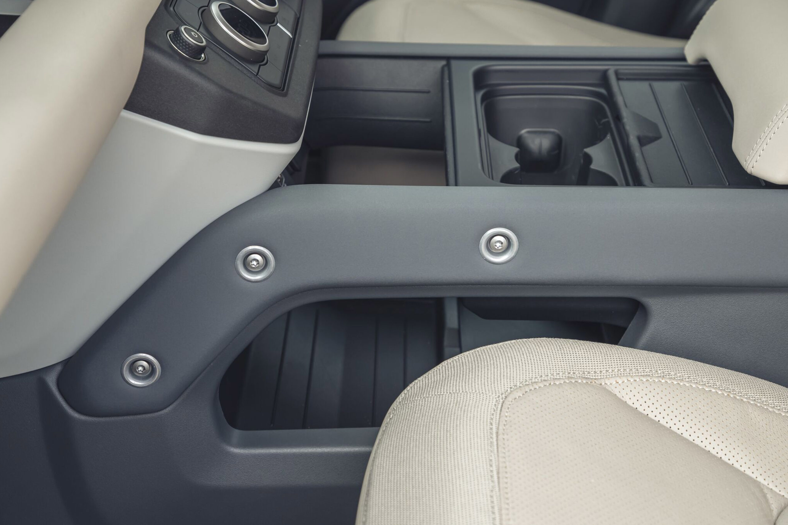 2020-Land-Rover-Defender-exposed-screws
