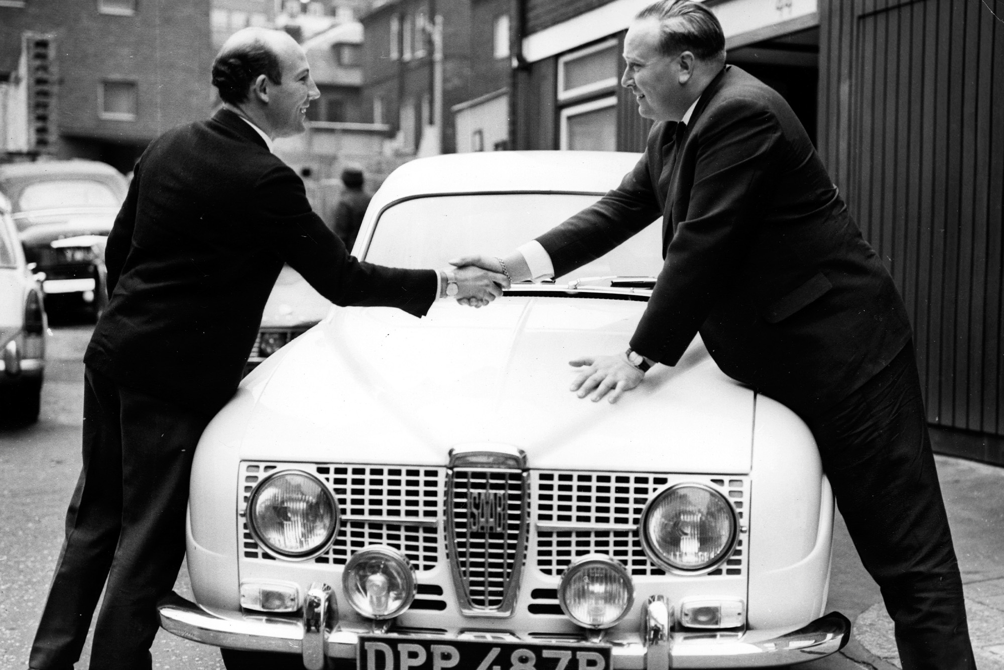 Stirling Moss shakes hands with Erik Carlsson