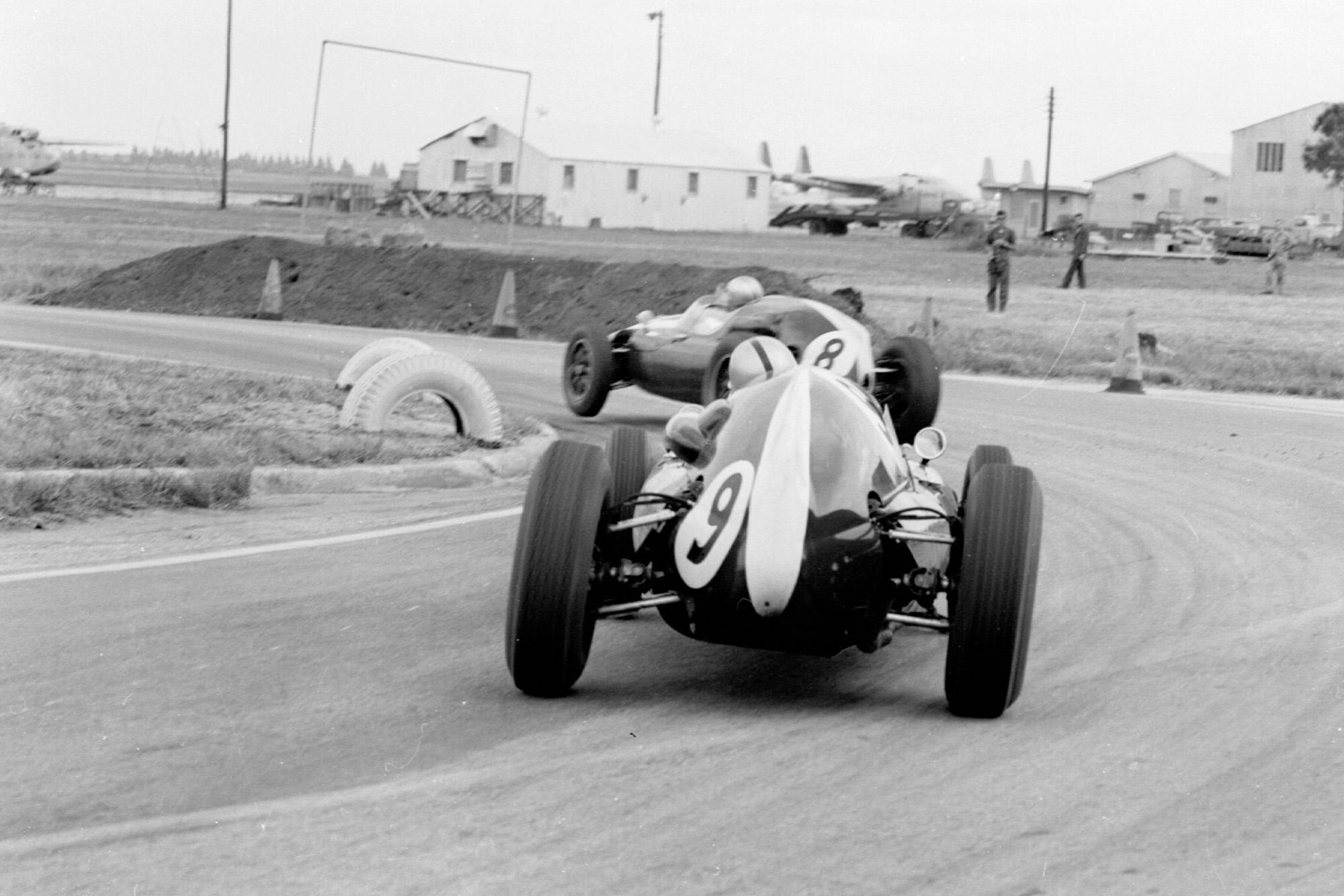 Brabham leads McLaren in the 1959 United States Grand Prix in Sebring