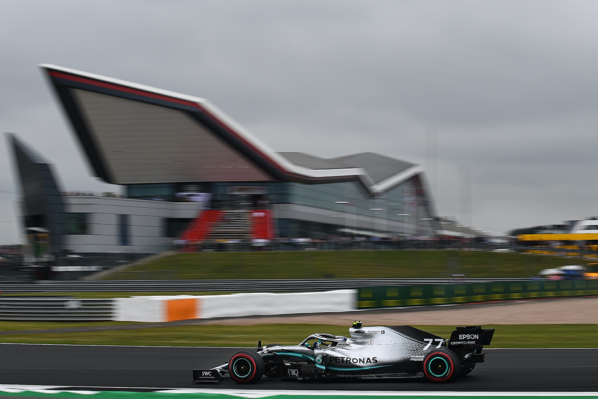 Silverstone agrees F1 deal to host two grands prix this summer
