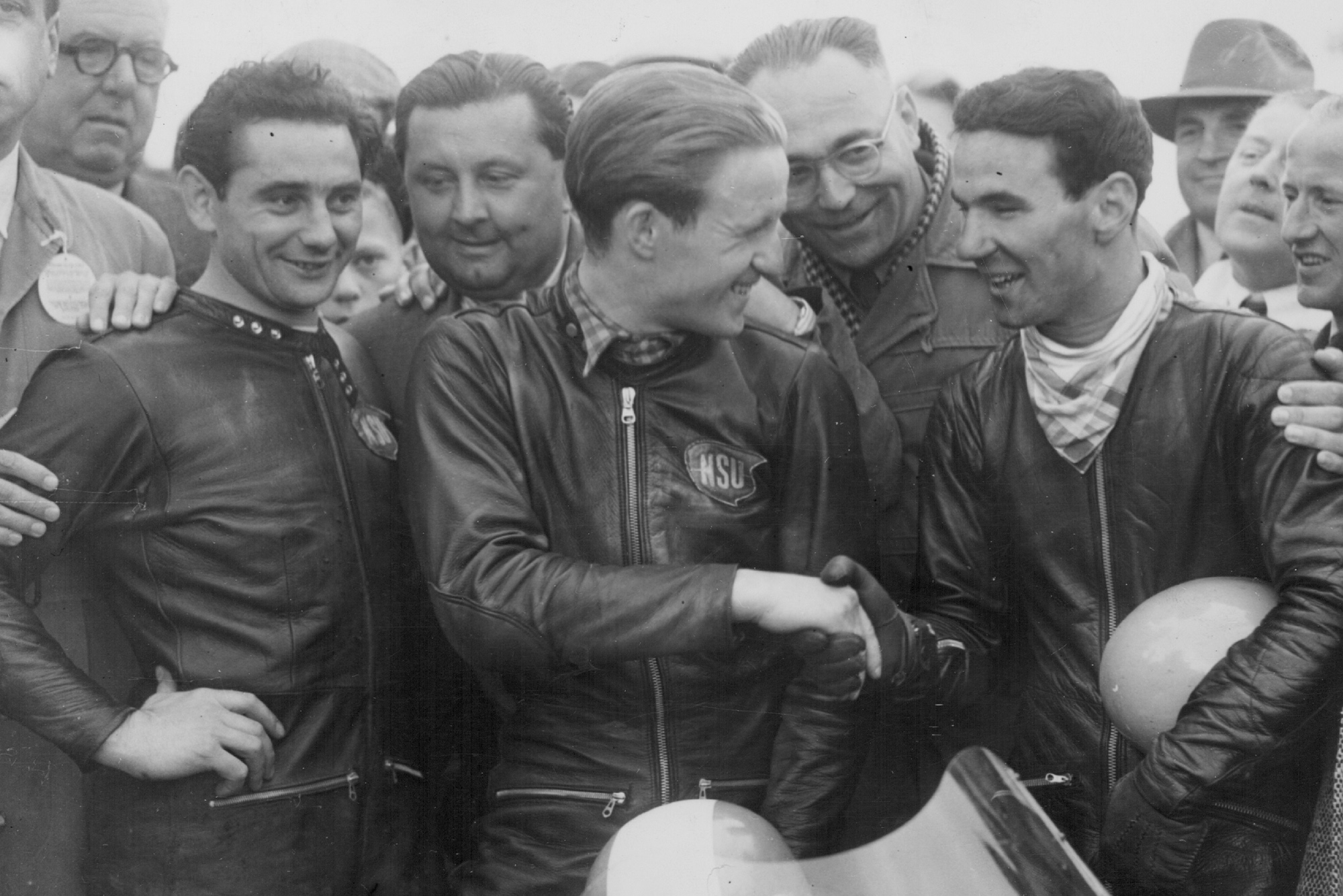 Carlo Ubbiali with Rupert Hollaus at the 1954 TT