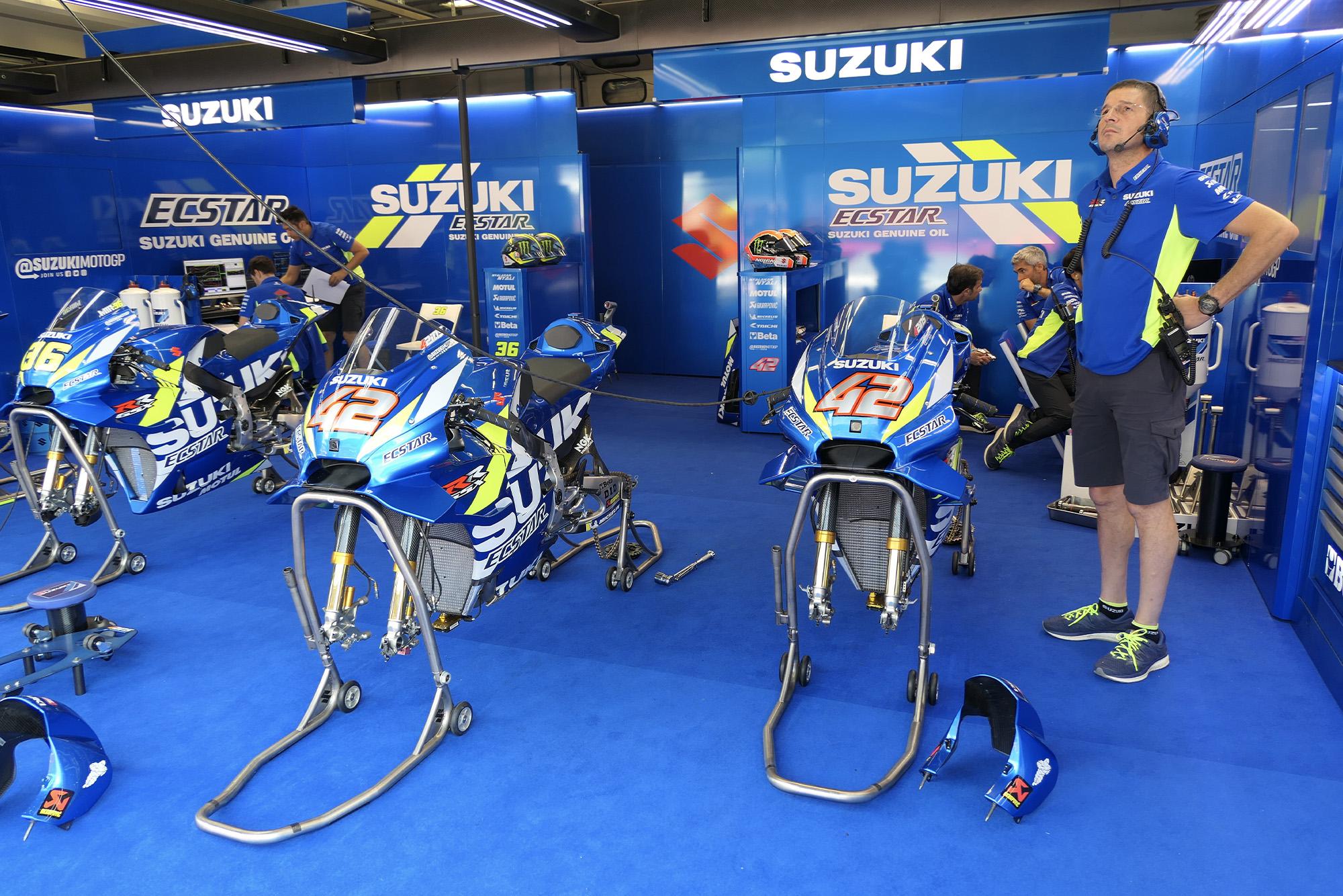 Suzuki pit garage