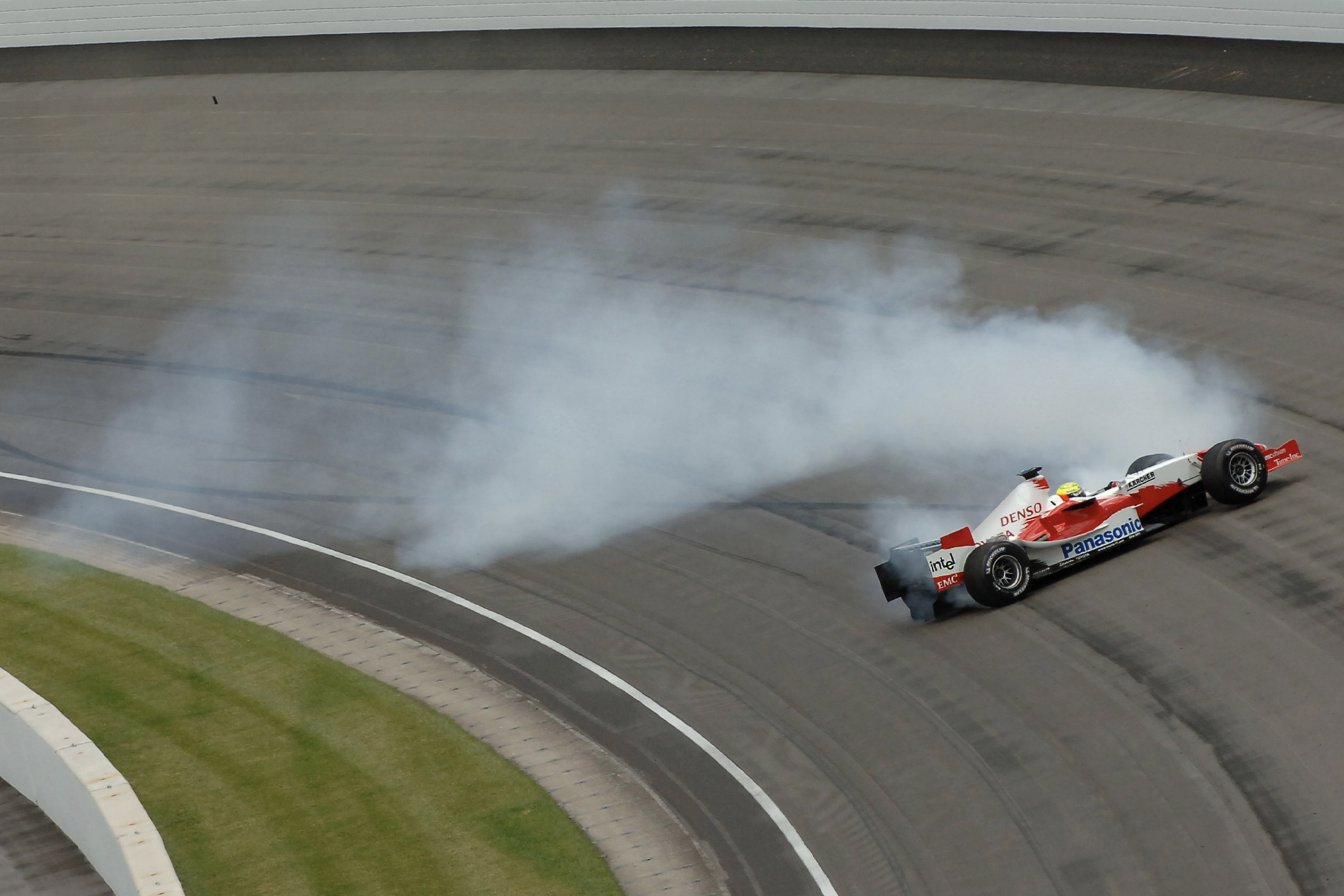 Ralf Schumacher crashes in practice for the 2005 US Grand Prix