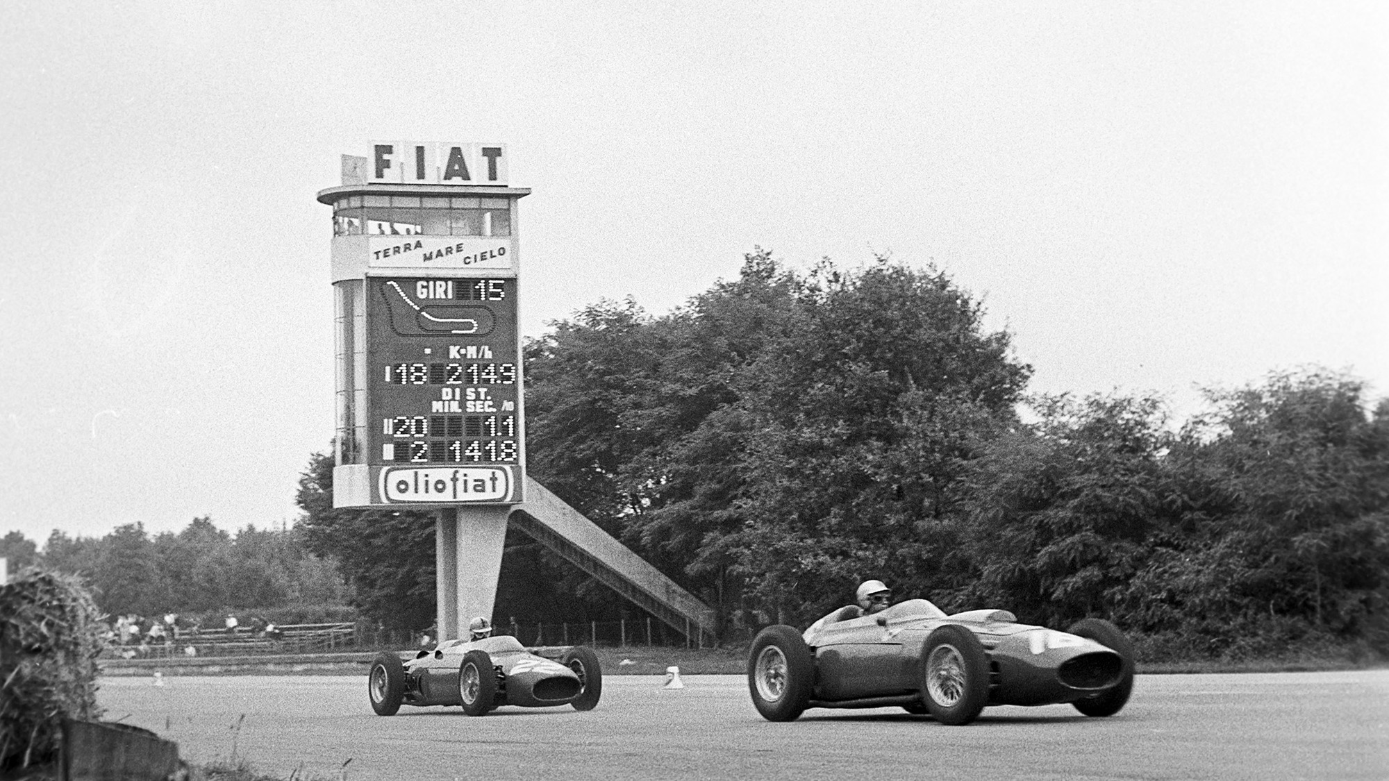 Willy Mairesse leads Wolfgang von Trips at Monza in the 1960 Italian Grand Prix