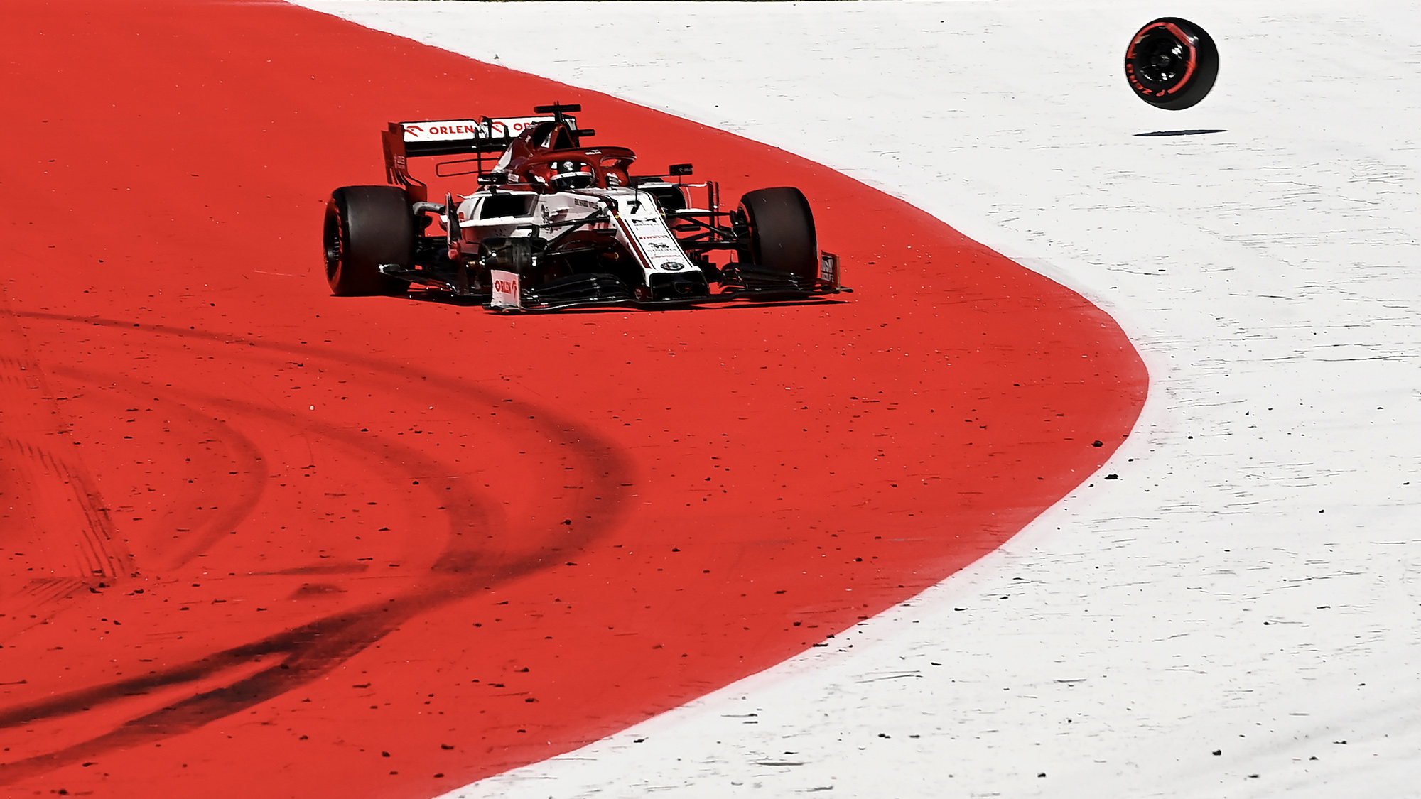 Kimi Raikkonen's Alfa Romeo loses its right front wheel at the 2020 austrian grand prix