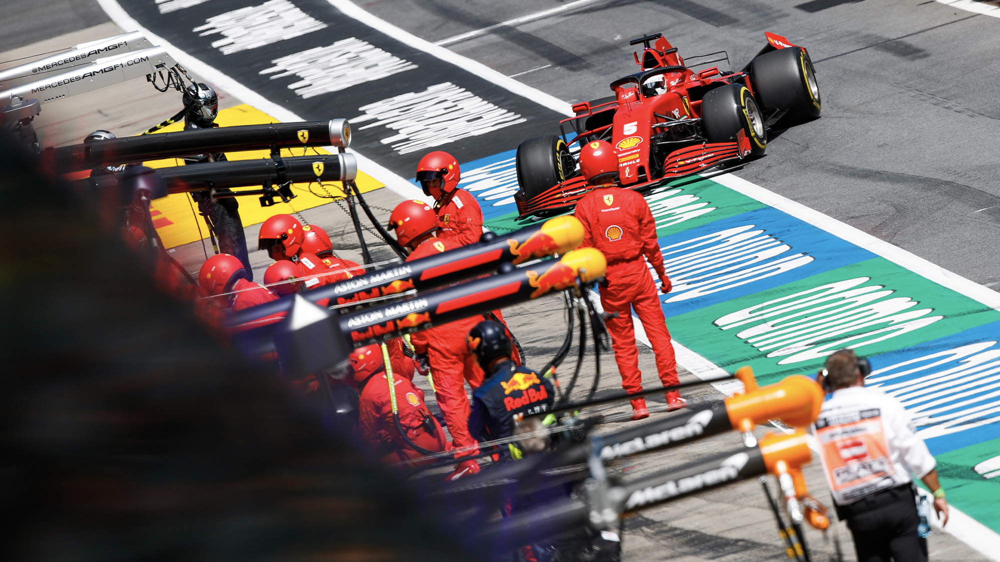 Sebastian Vettel pulls i to the oits with rear wing damage after a collision in the 2020 F1 Styrian Grand Prix in Austria