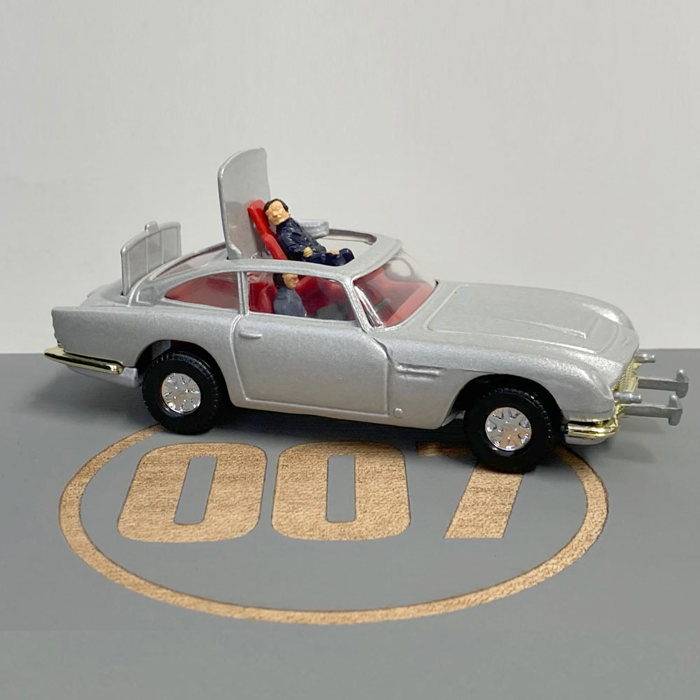 Product image for James Bond 007 | Aston Martin DB5 | 1990 | Gift Box 1:43 size