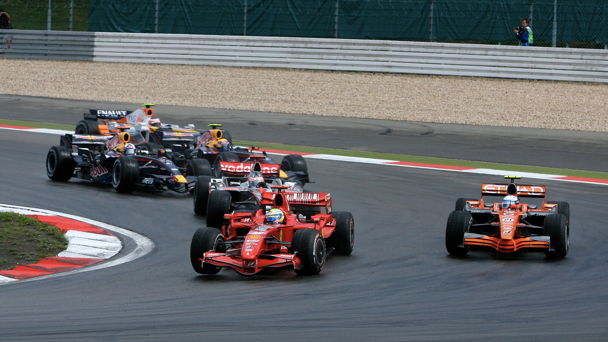 Felipe Massa overtakes Markus Winkelhock for the lead of the 2007 European F1 Grand Prix at the Nurburgring after the restart