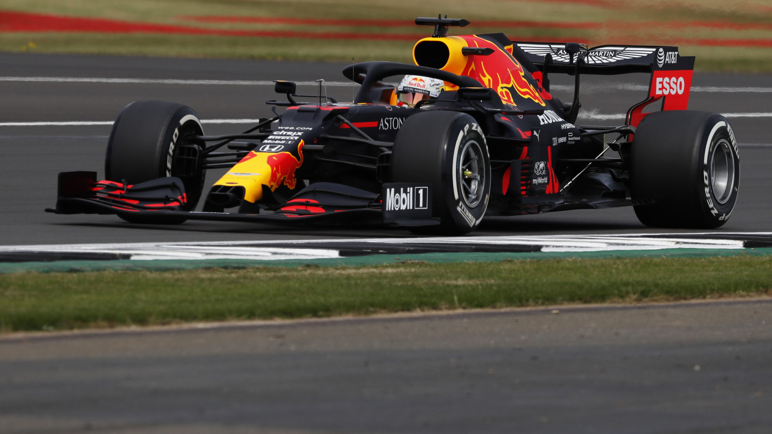 Max-Verstappen-on-hard-tyres-during-qualifying-at-Silverstone-for-the-2020-f1-70th-Anniversary-Grand-Prix