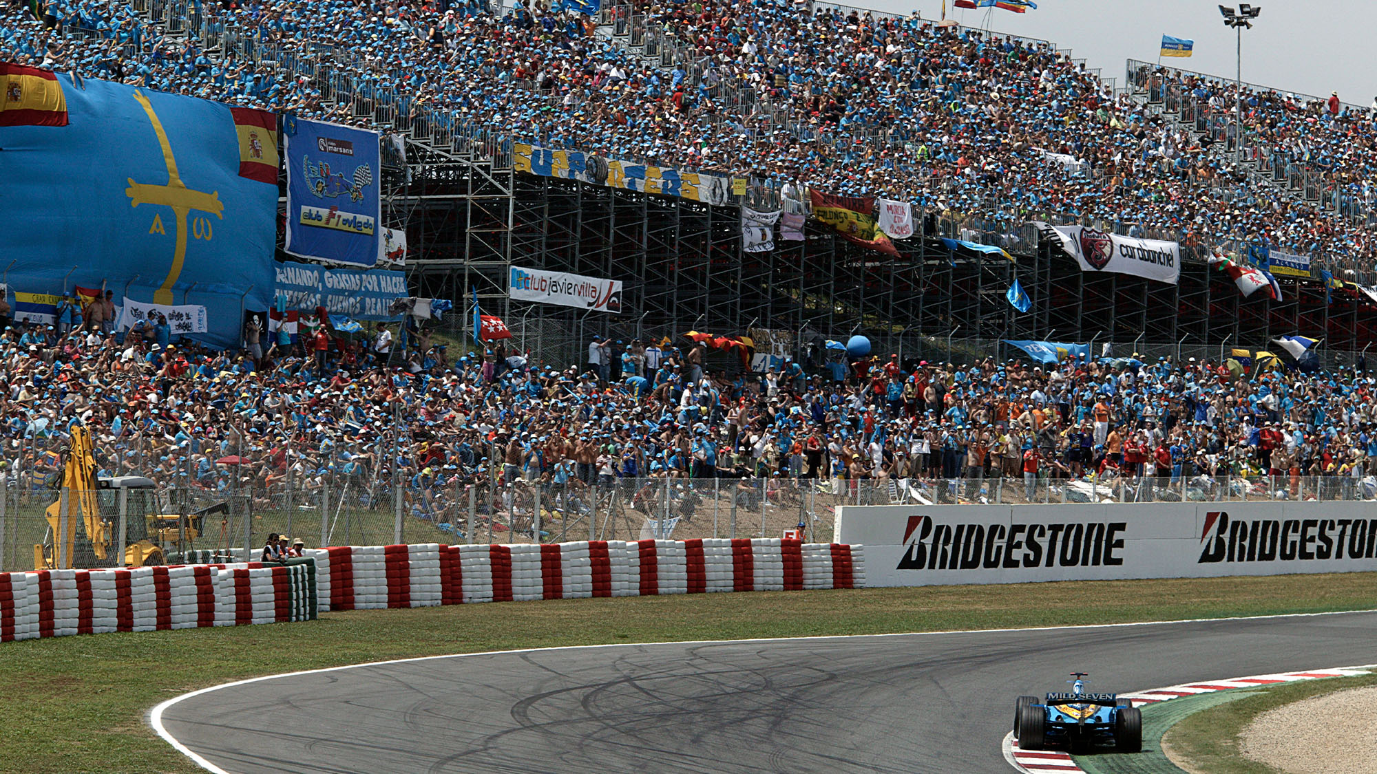 Fernando Alonso on his way to victory in front of a vast crowd at the Circuit de Catalunya during the 2006 Spanish Grand Prix