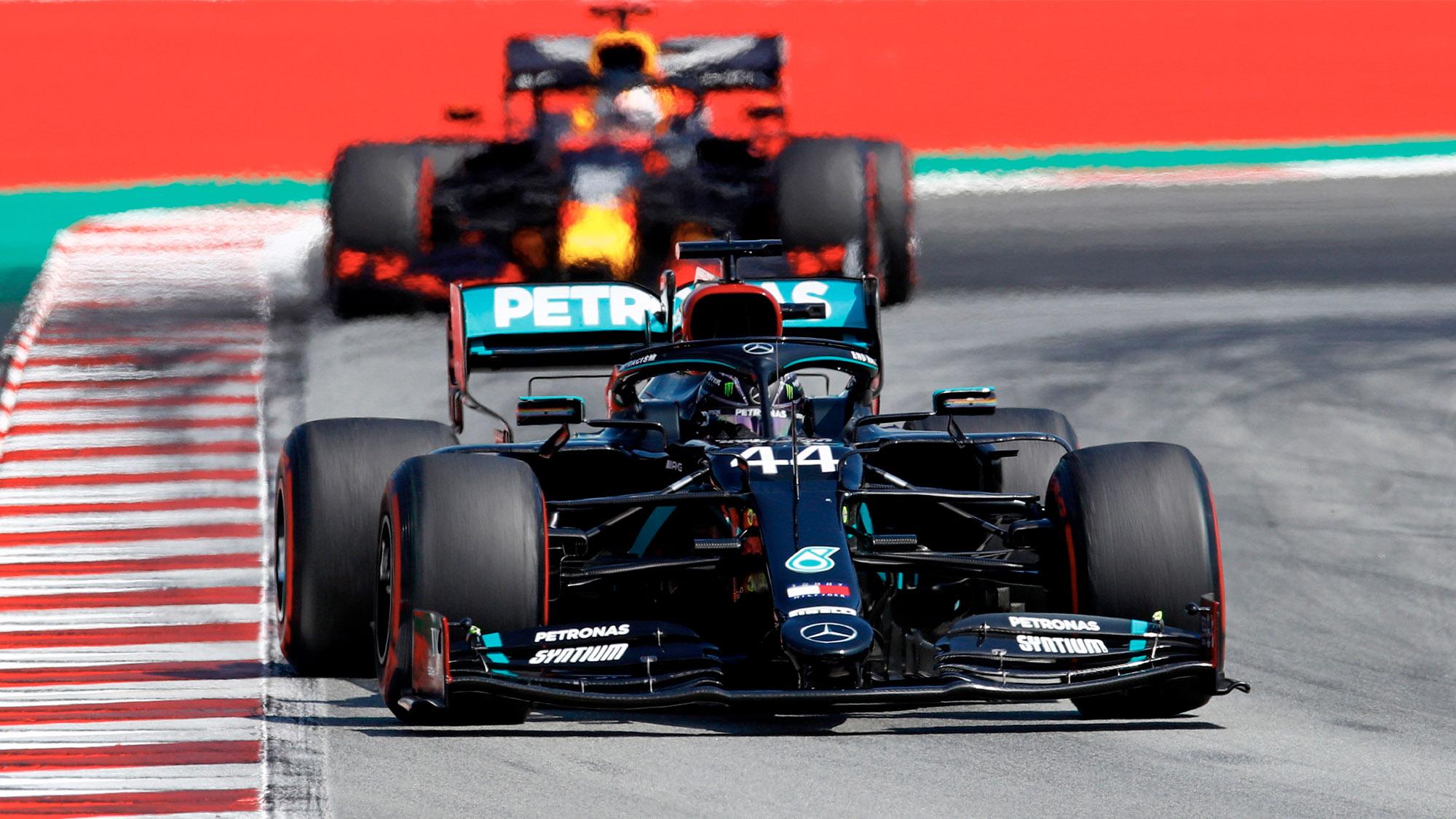 Lewis Hamilton ahead of Max Verstappen at the Circuit de Barcelona Catalunya during the 2020 F1 Spanish Grand Prix