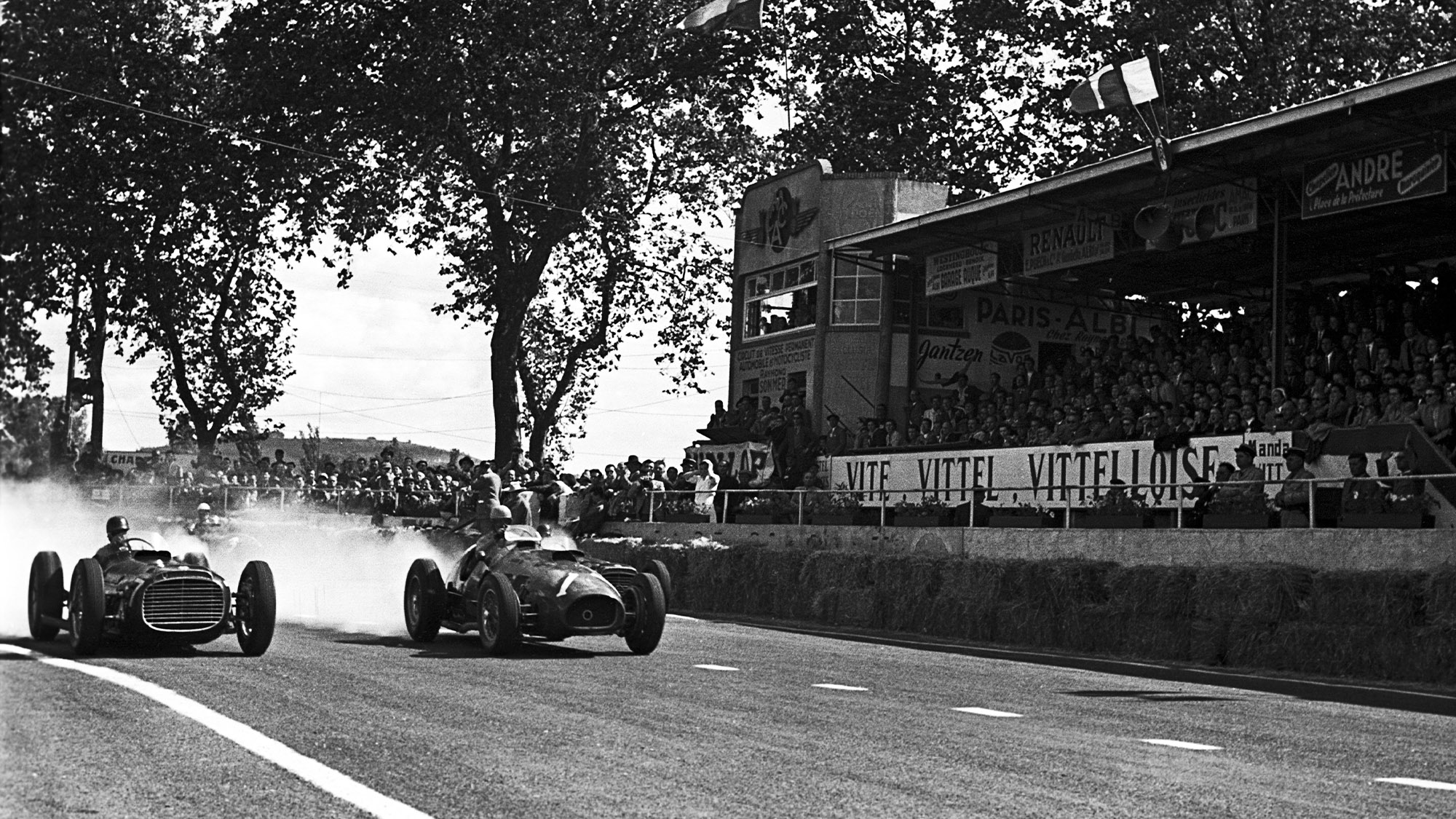 Alberto Ascari and Juan Manuel Fangio side by side during the 1953 Grand Prix of Albi