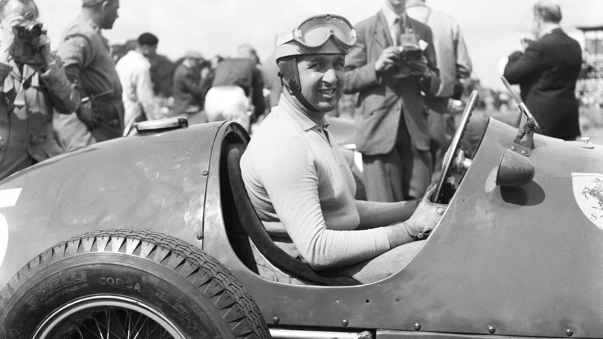 Alberto Ascari on pole for Ferrari ahead of the 1952 British Grand Prix