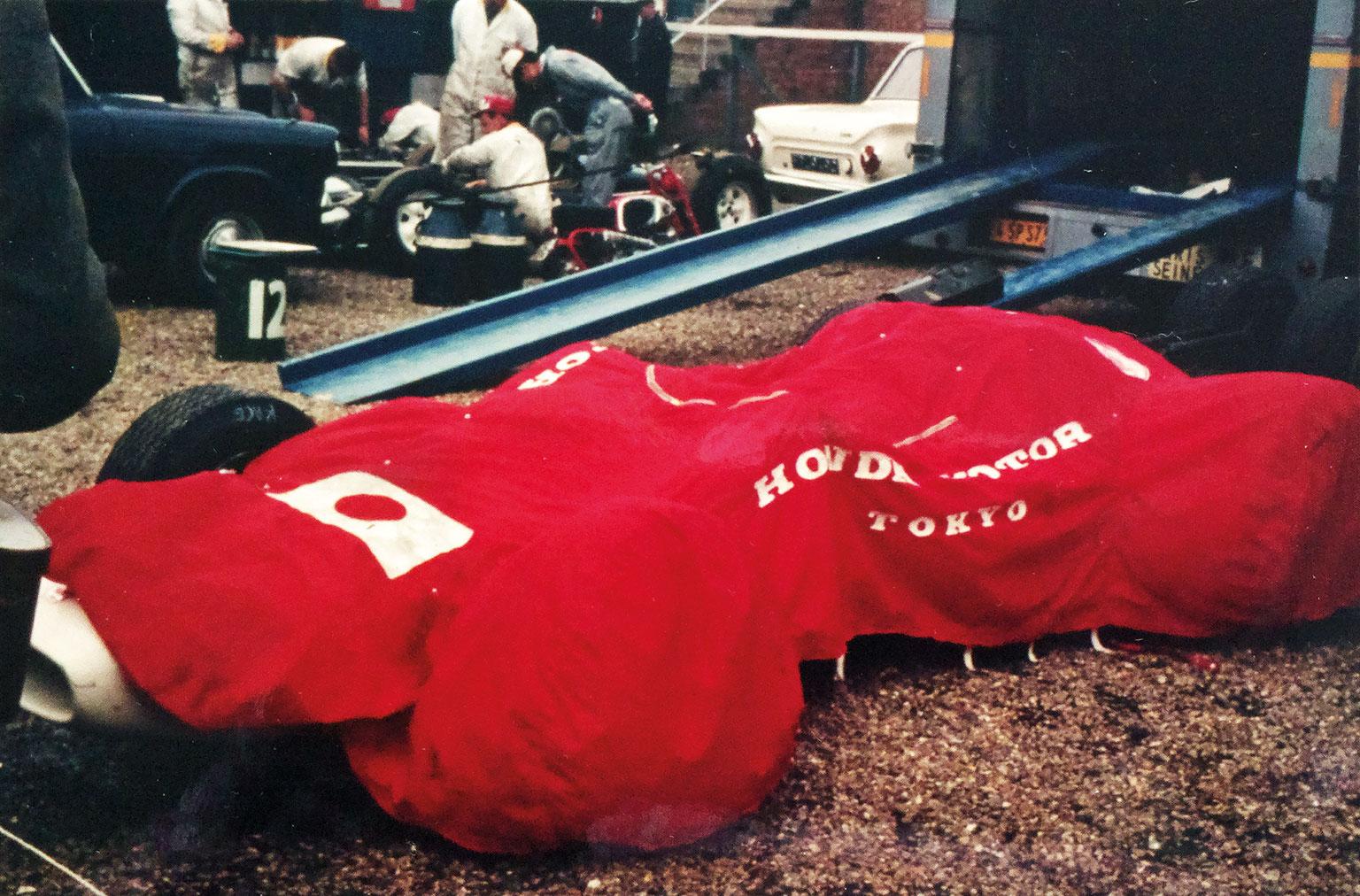 R-Ginther-Honda-British-GP-1965f