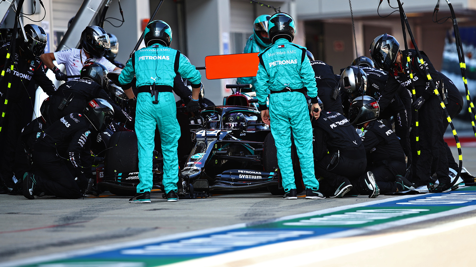 Lewis Hamilton in the pits at Sochi durin g the 2020 f1 Russian Grand Prix