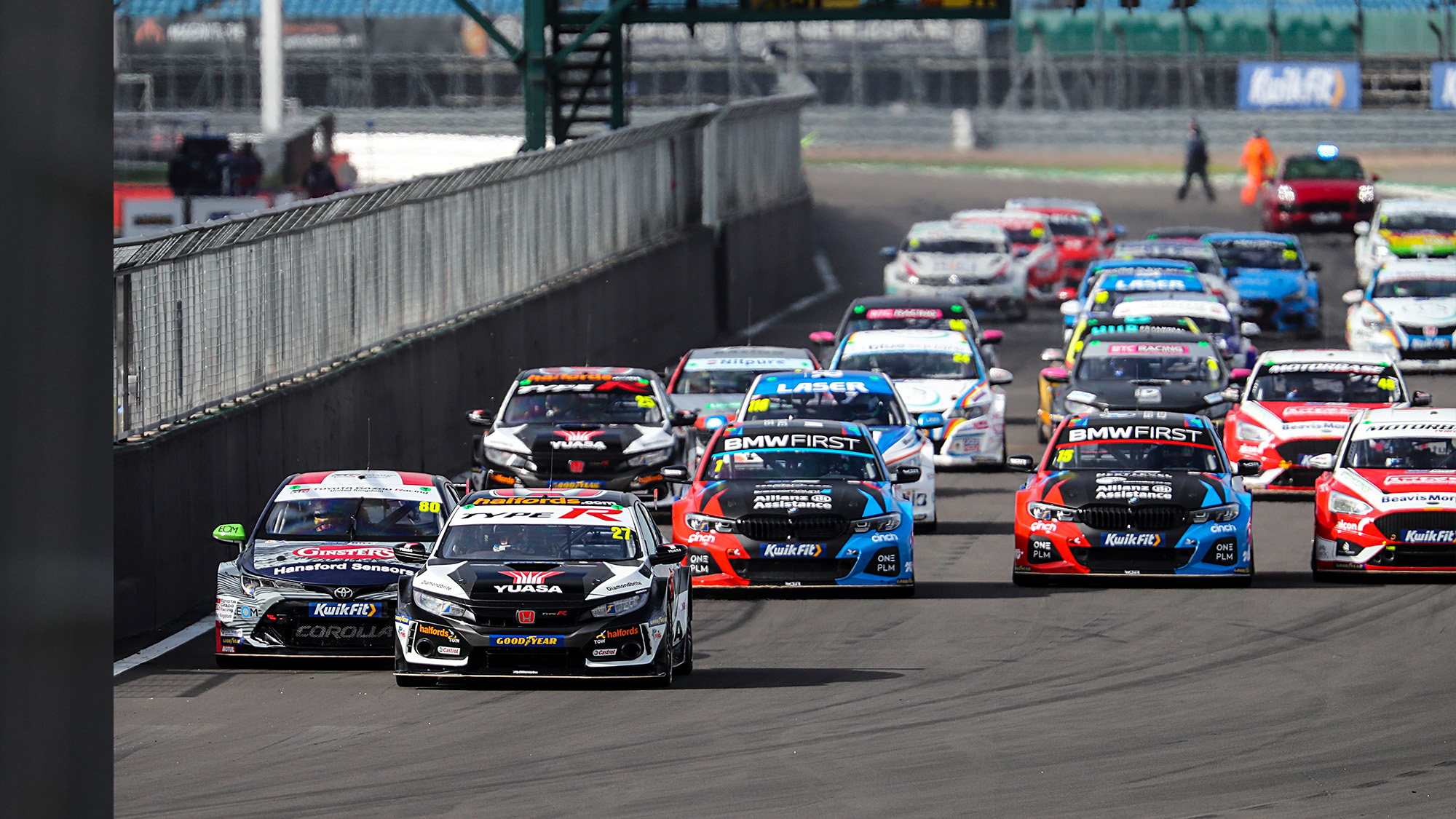 Start of Race 1 at Silverstone in the 2020 BTCC psd
