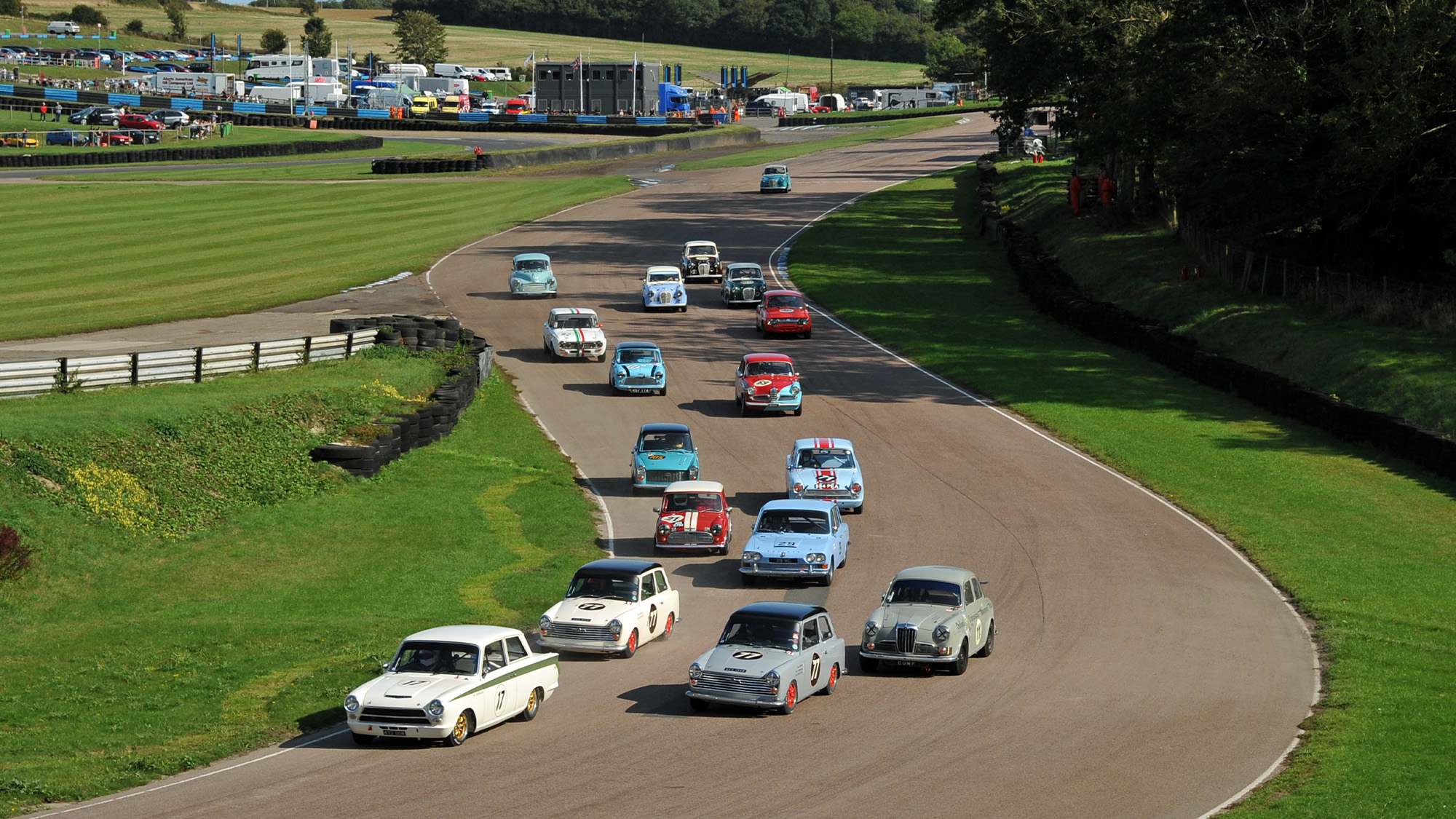 Start of the Jack Sears Trophy at the September 2020 Historic RAcing Drivers Club meeeting at Lydden Hill