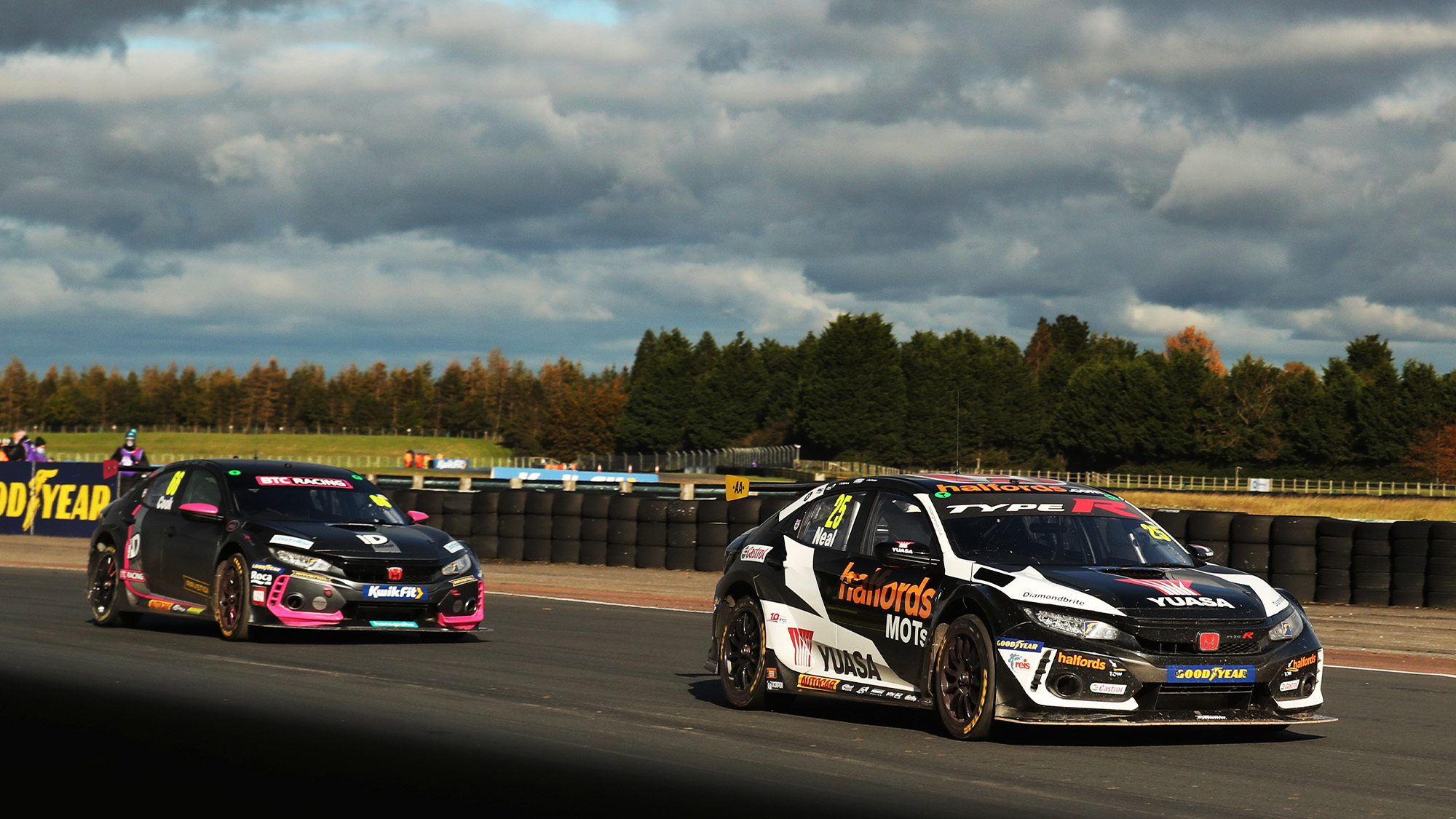 Neal leads Cook in the 2020 BTCC Croft round