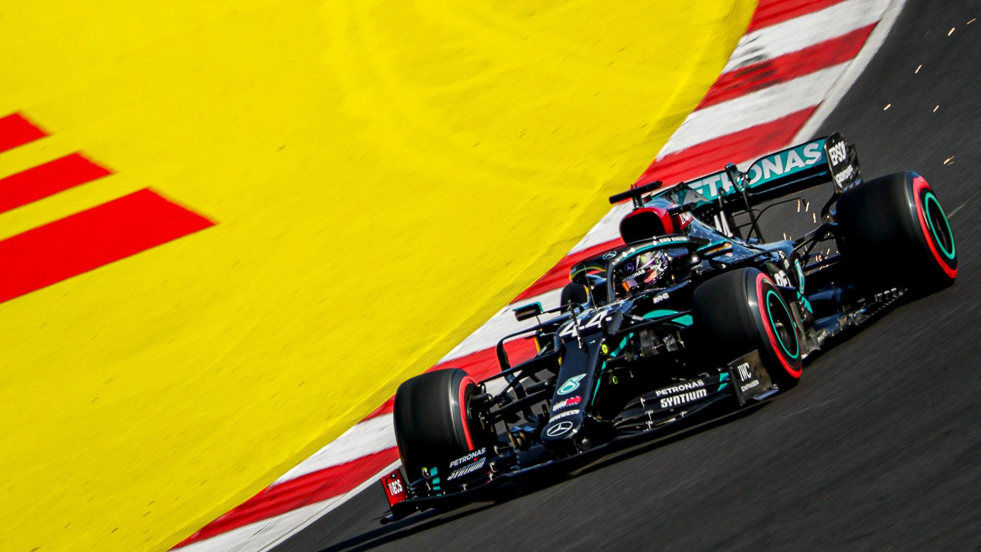 MPH: Unique Portimao set up old-fashioned drubbing by Hamilton