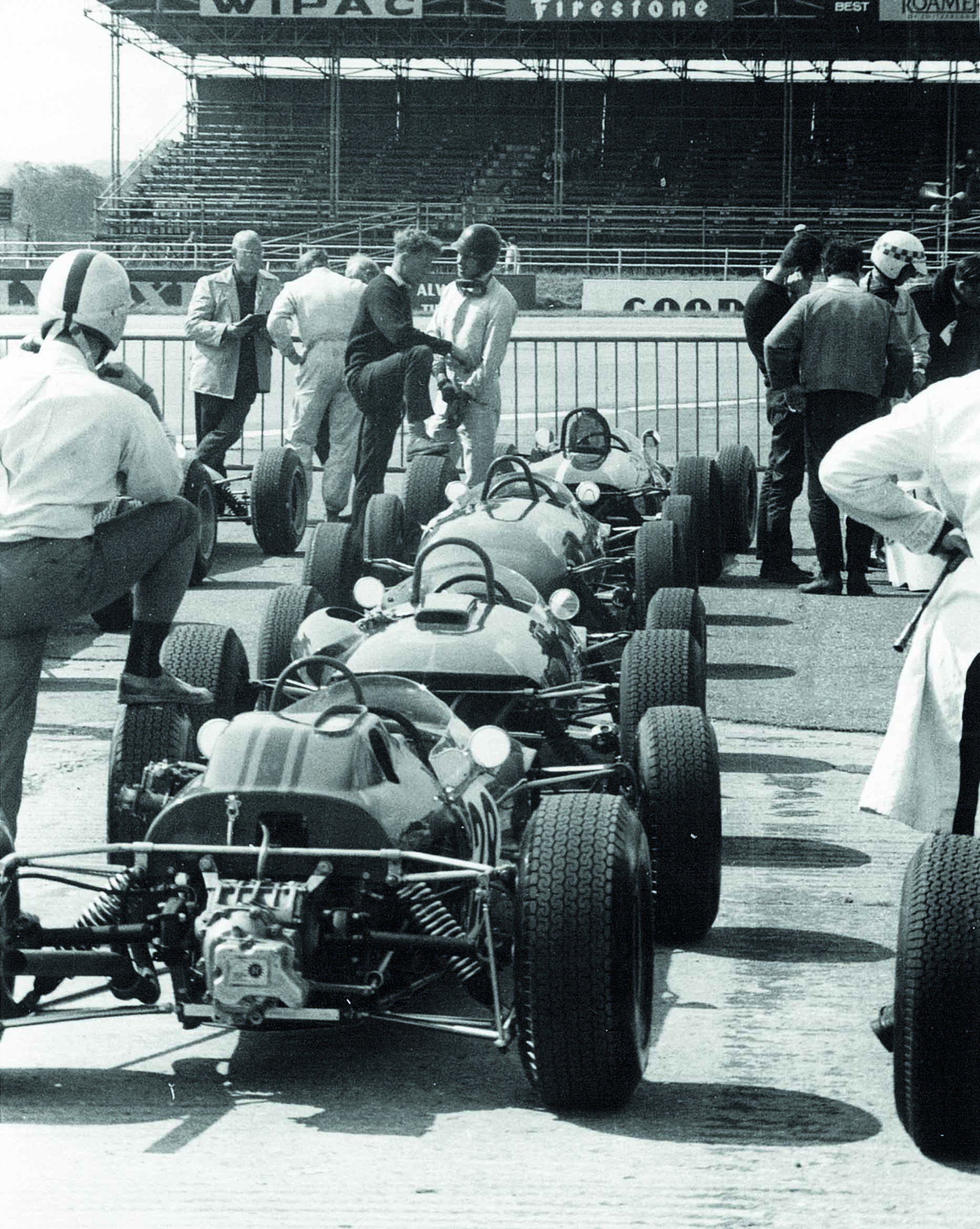 Cars line up for a 1960s Formula Junior race at Silverstone
