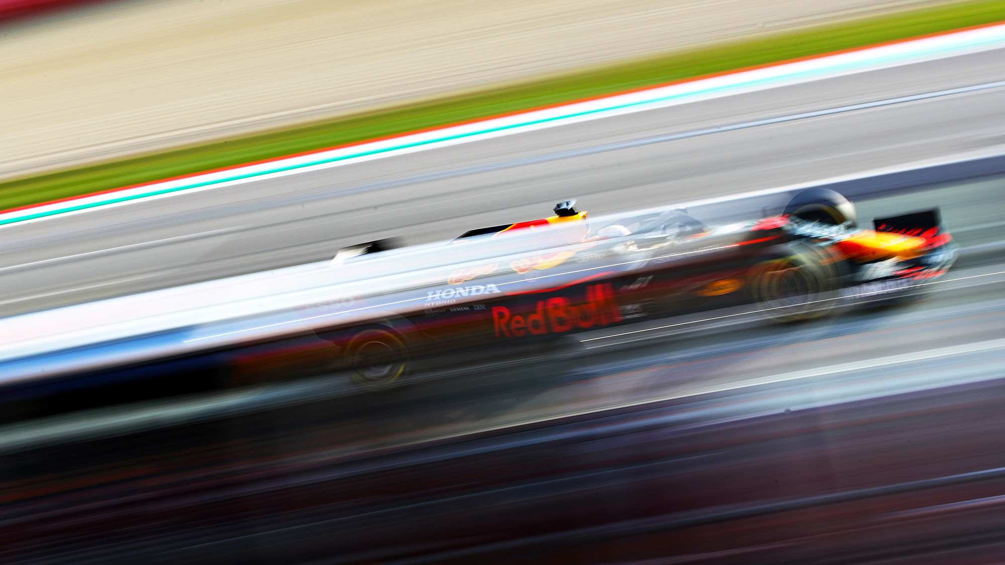 Blurred picture of Max Verstappen at Imola during qualifying for the 2020 f1 emilia Romagna Grand prix