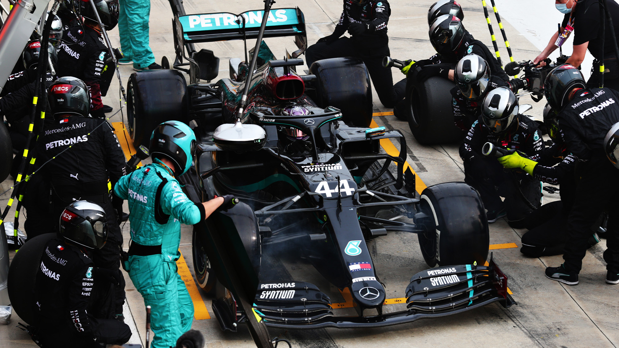 Lewis Hamilton makes his pitstop at Imola in the 2020 F1 Emilia Romagna Grand Prix