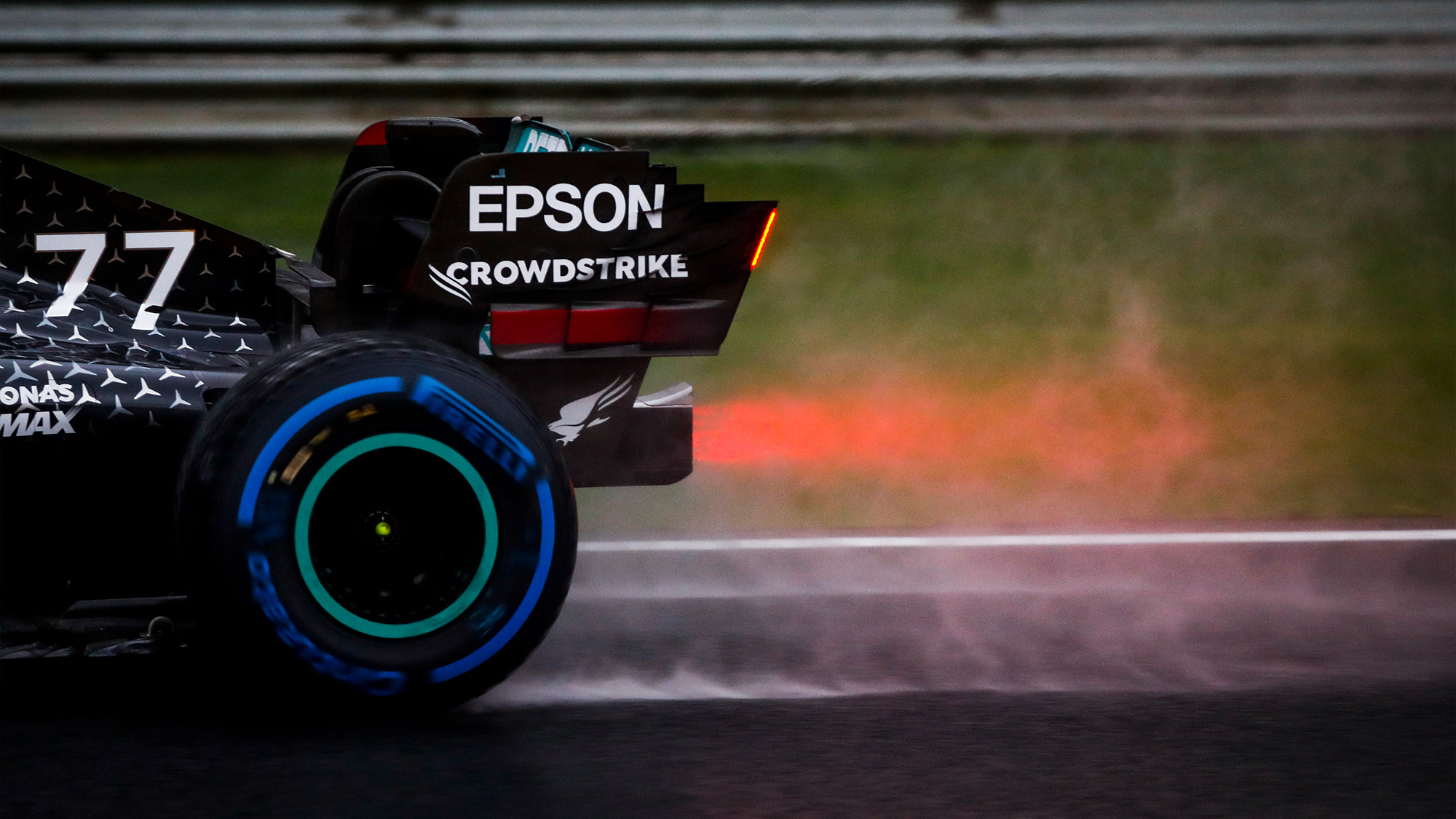 Spray behind Valtteri Bottas' Mercedes during qualifying for the 2020 F1 Turkish Grand Prix at Istanbul Park