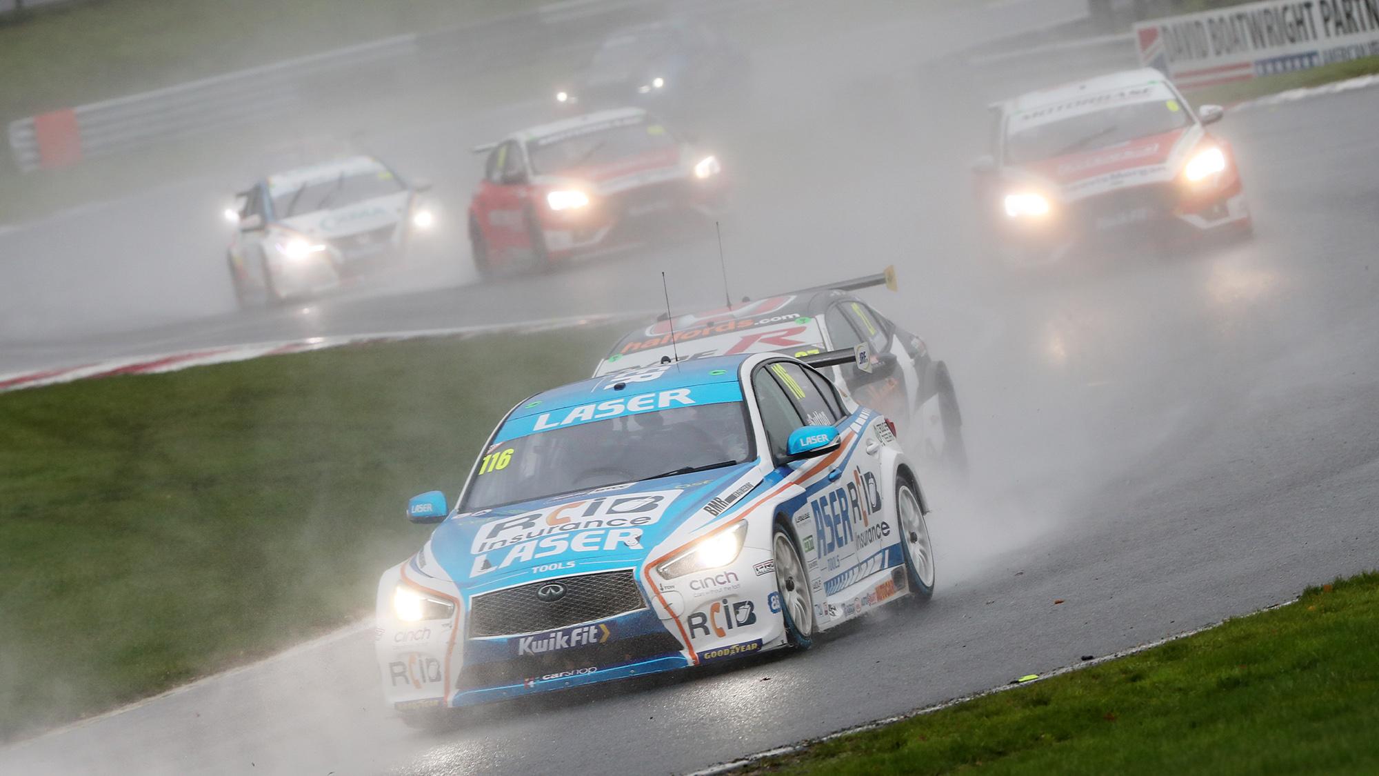 Ash Sutton leads in the rain at the 2020 BTCC Brands Hatch Indy round