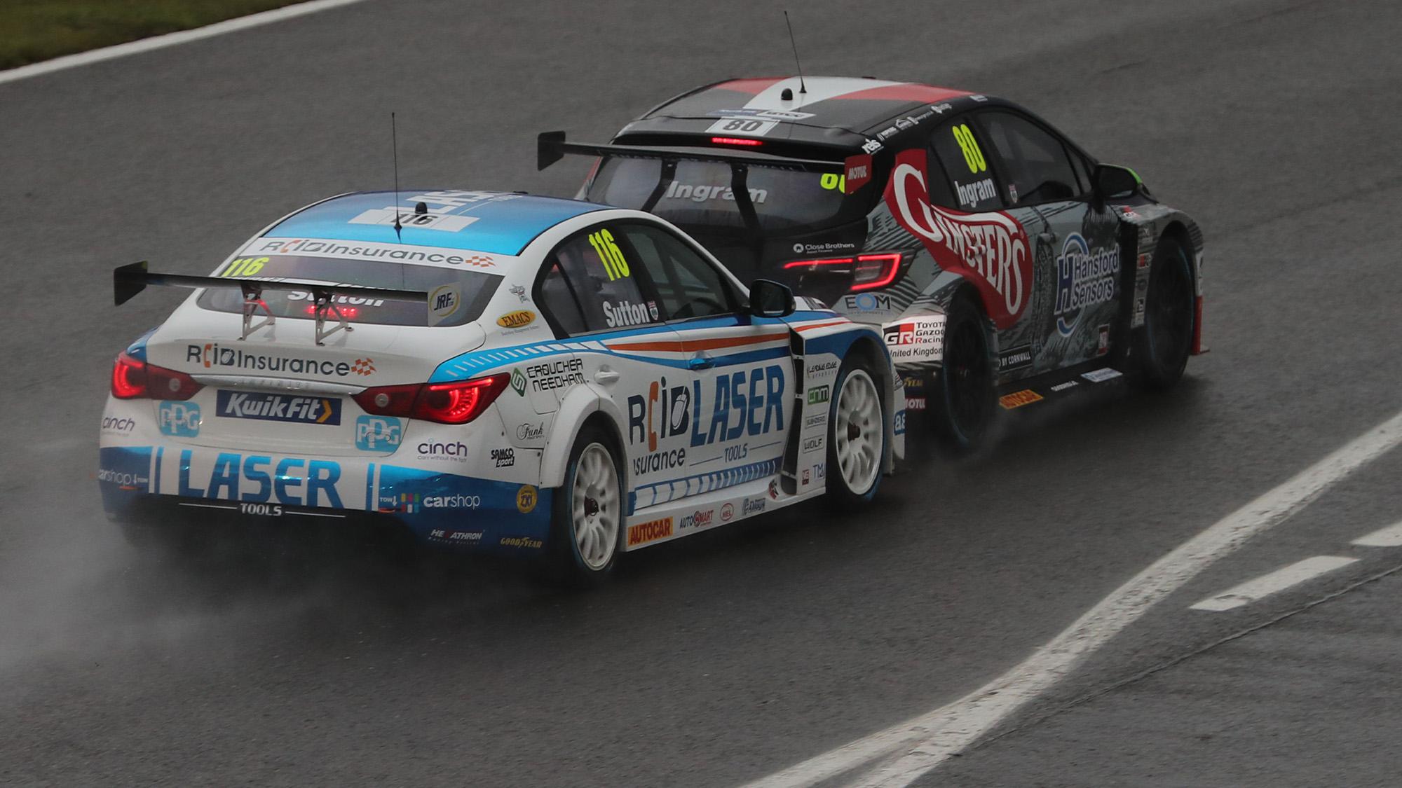 Ash Sutton puts pressure on Tom Ingram at the 2020 BTCC Brands Hatch Indy Round