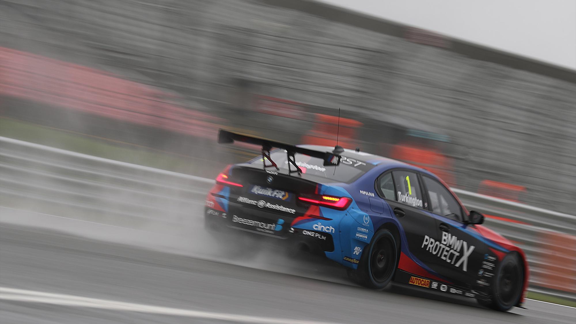 Colin Turkington's BMW creates a trail of spray at Brands Hatch in the 2020 BTCC