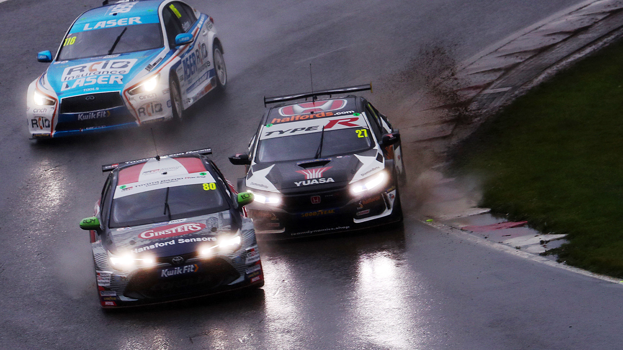 Tom Ingram leads Dan Cammish and Ash Sutton at Brands Hatch in the 2020 BTCC