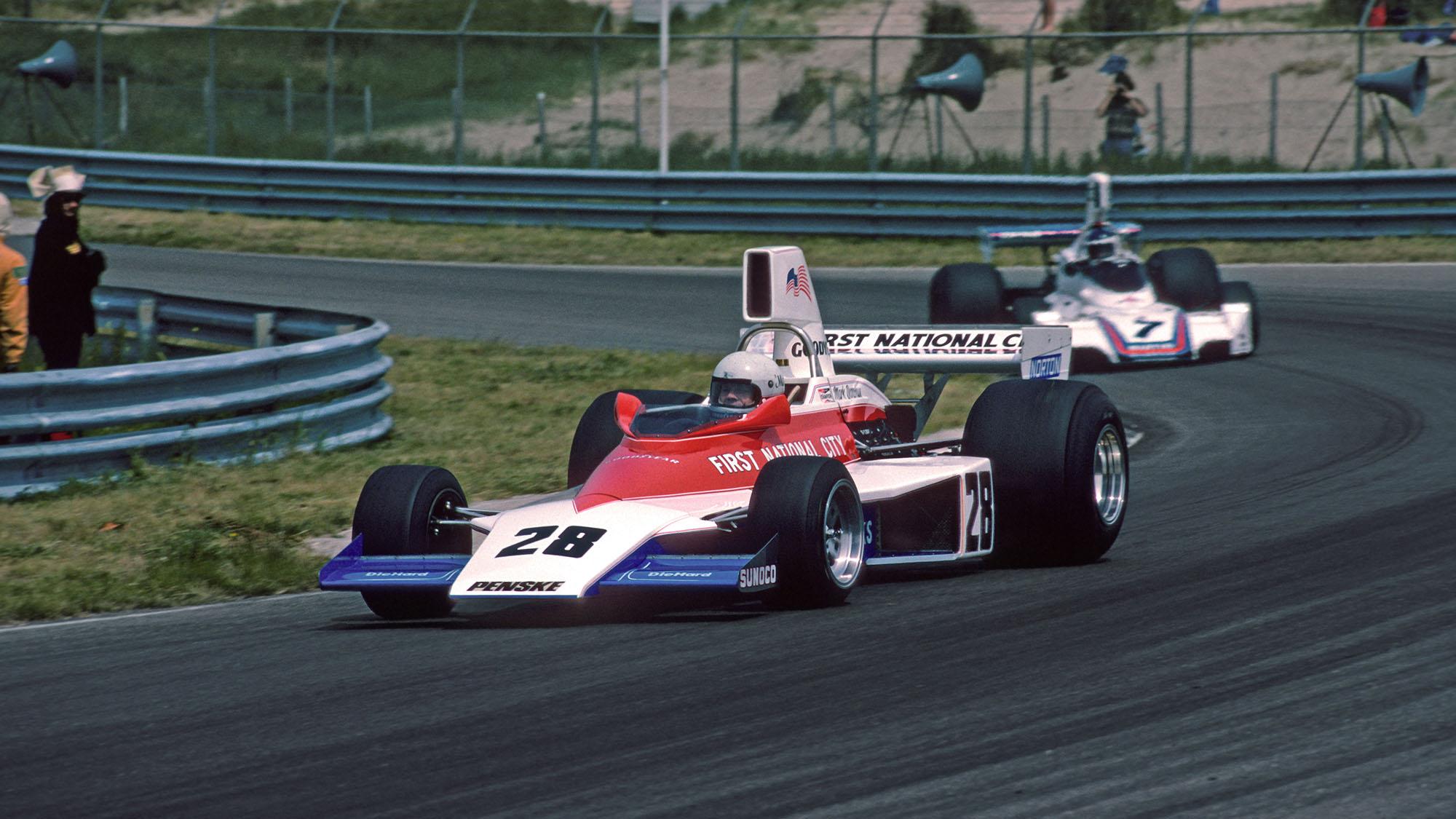 Mark Donohue (Penske-Ford) leads Carlos Reutemann (Brabham-Ford) in the 1975 Dutch Grand Prix in Zandvoort. Photo: Grand Prix Photo