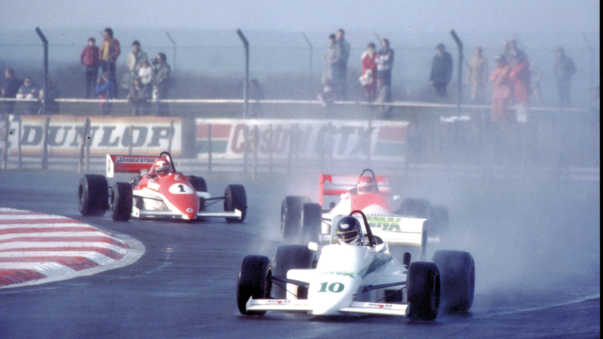 Johnny Dumfries eading the 1985 Formula 3000 opener at Silverstone, 1985, in his Onyx March 85B