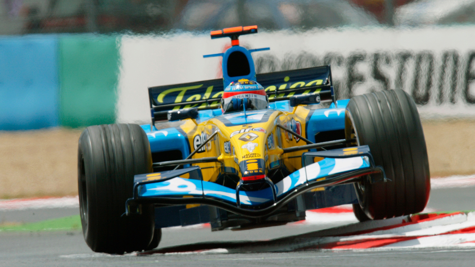 Fernando Alonso goes over a kerb in the 2005 renault R25