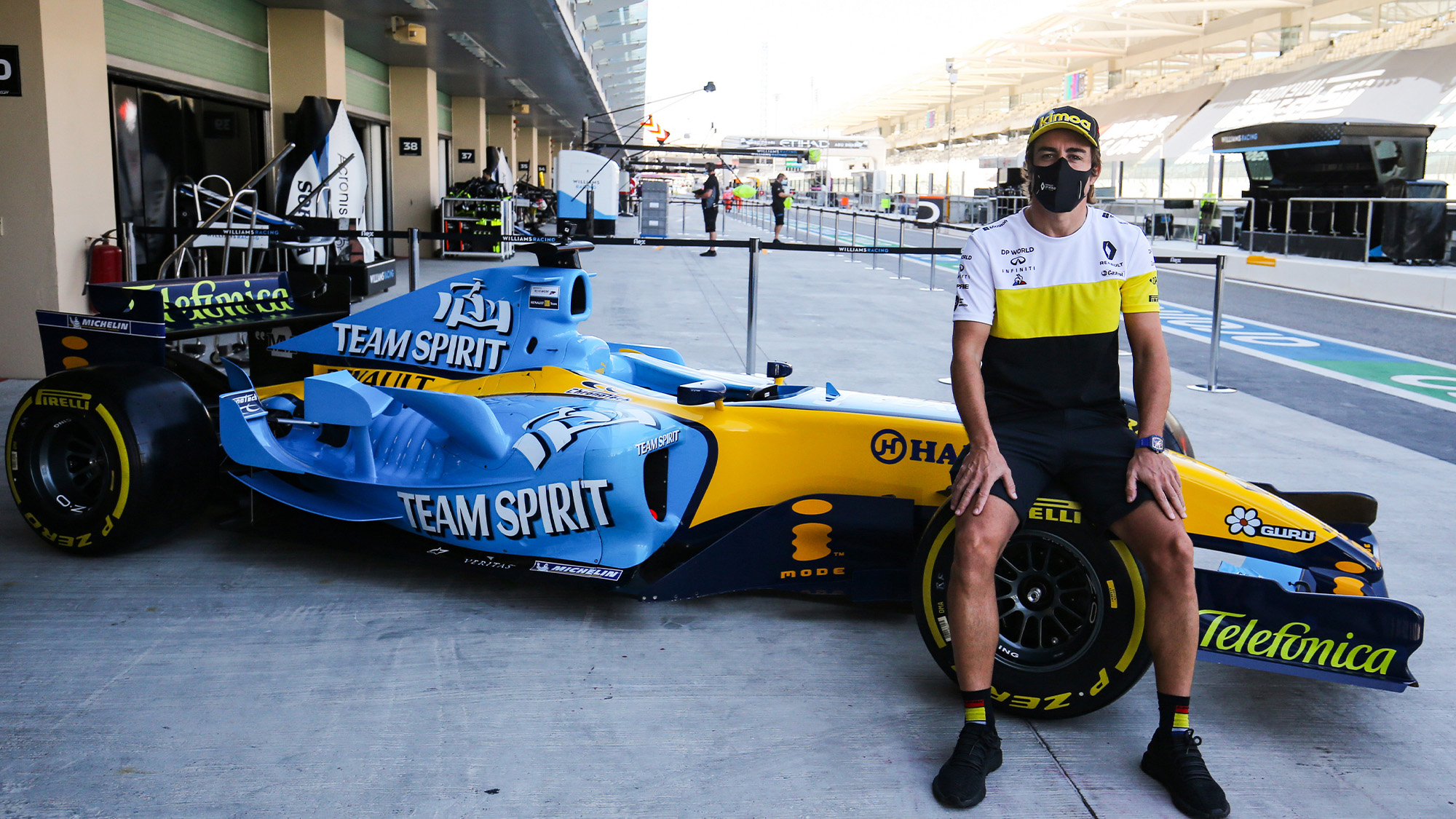 Fernando Alonso with the Renault R25 in 2020