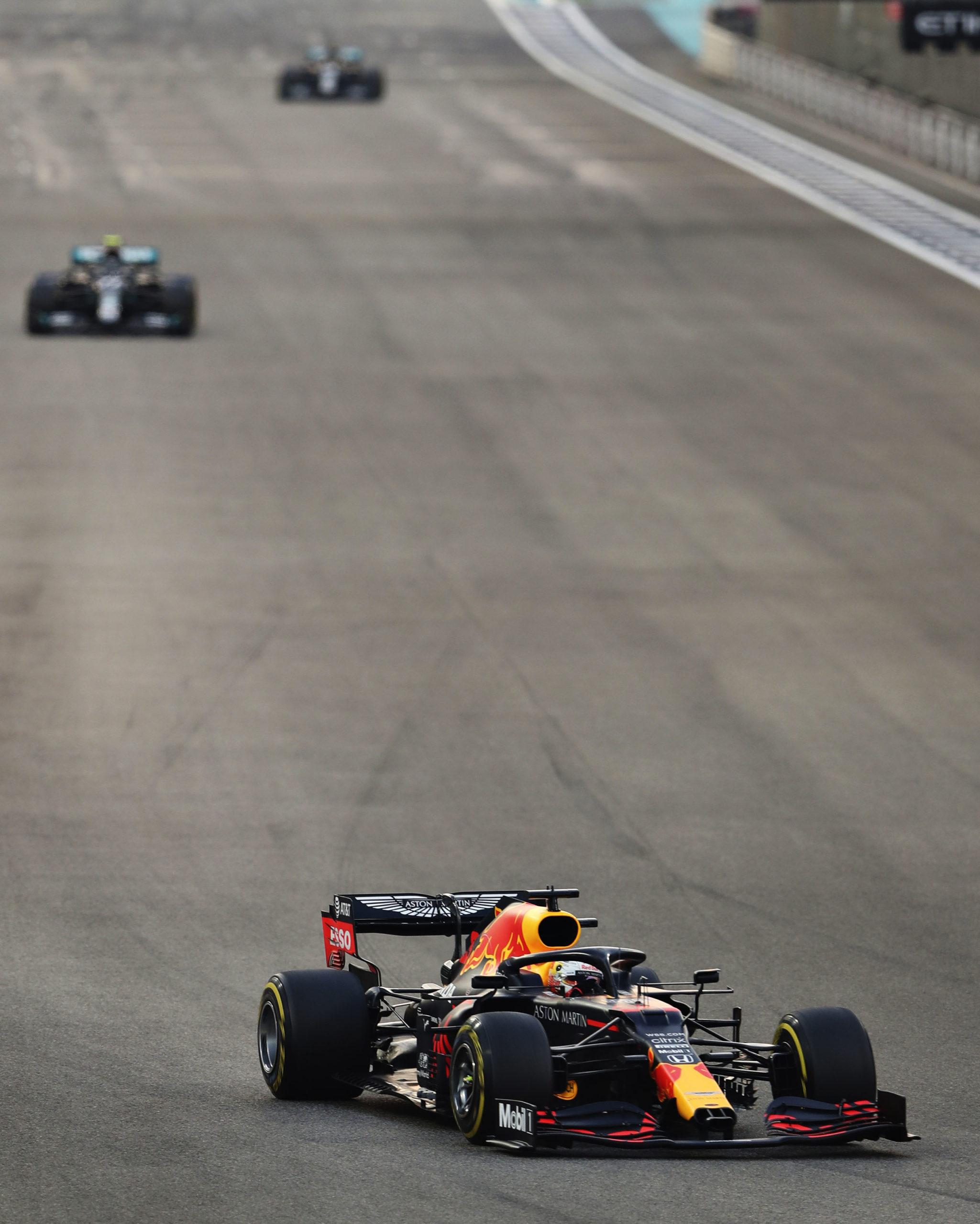 Max-Verstappen-leads-the-2020-Abu-Dhabi-Grand-Prix
