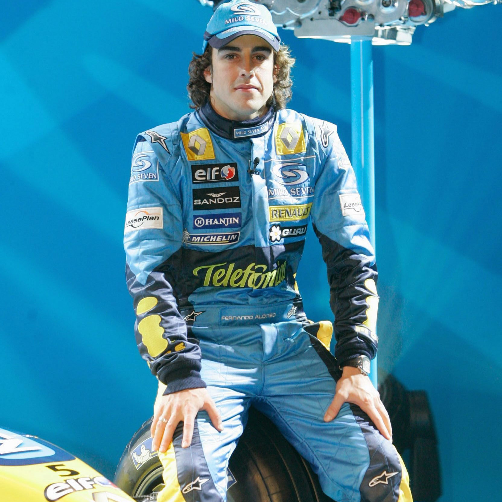 Fernando-Alonso-with-his-2005-Renault-R25