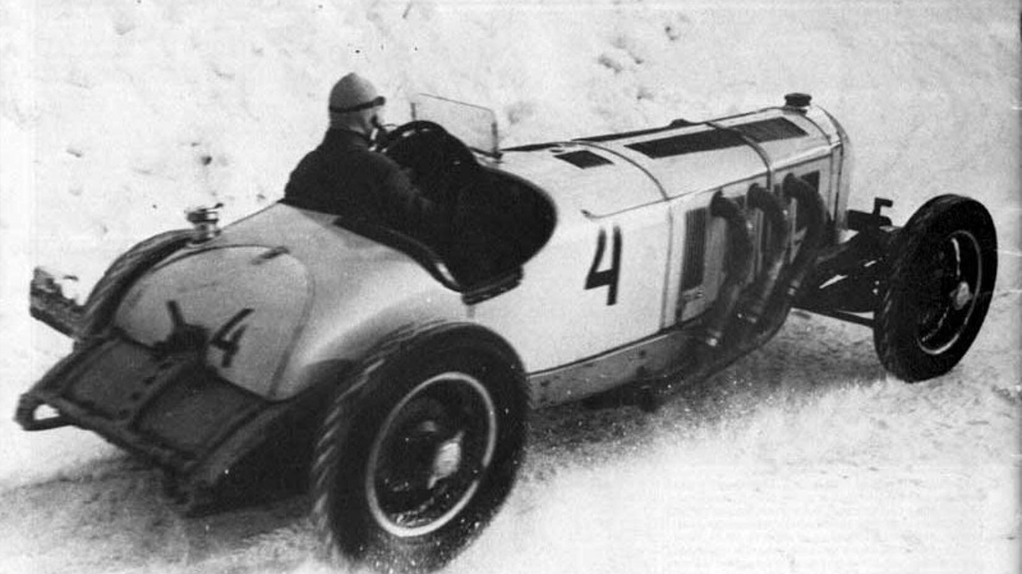 Karl Ebb and his Mercedes Benz SSK racing at Ramenlopp in 1936