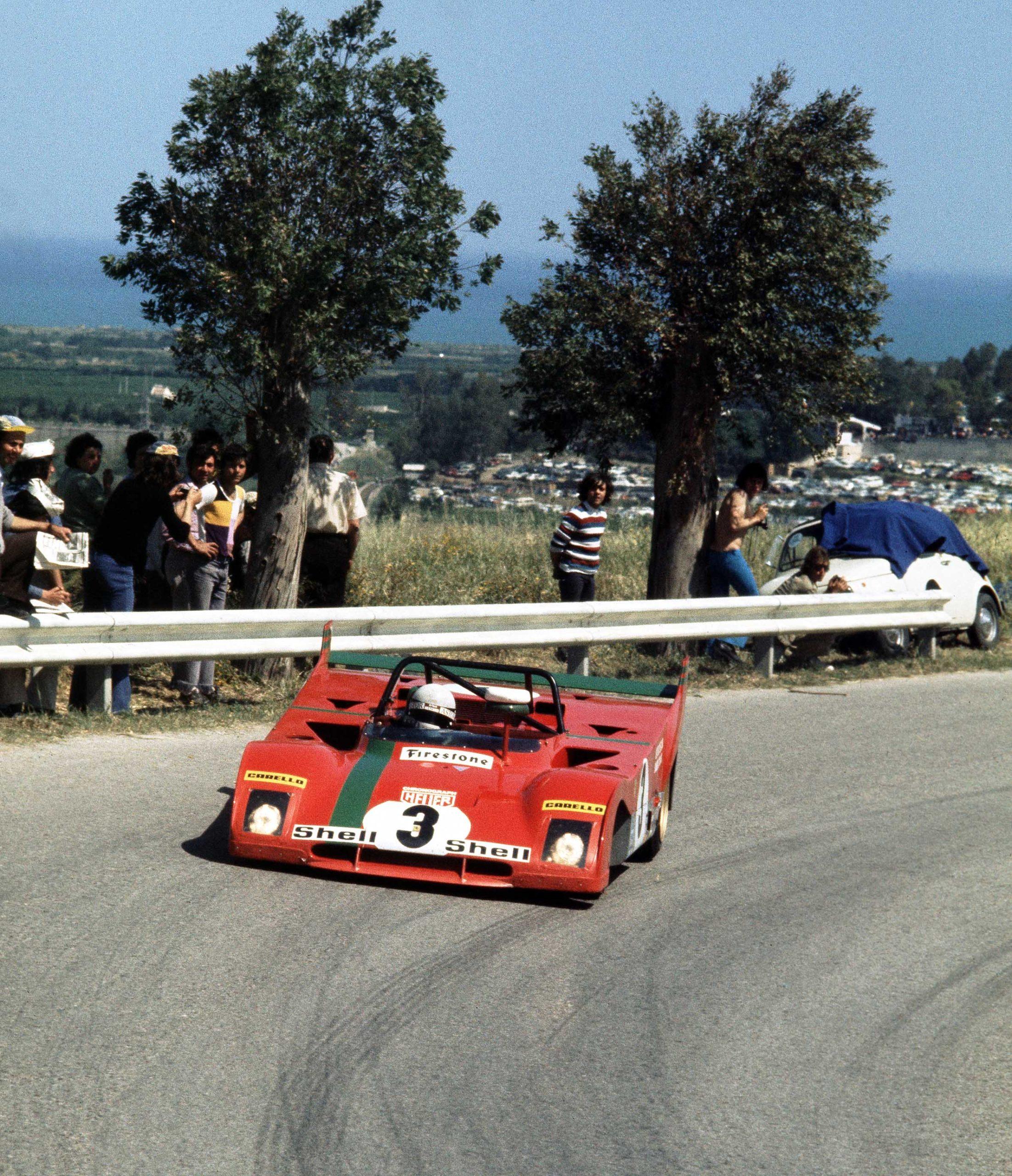 Arturo-Merzario-in-his-Ferrari-312PB-during-the-1972-Targa-Florio