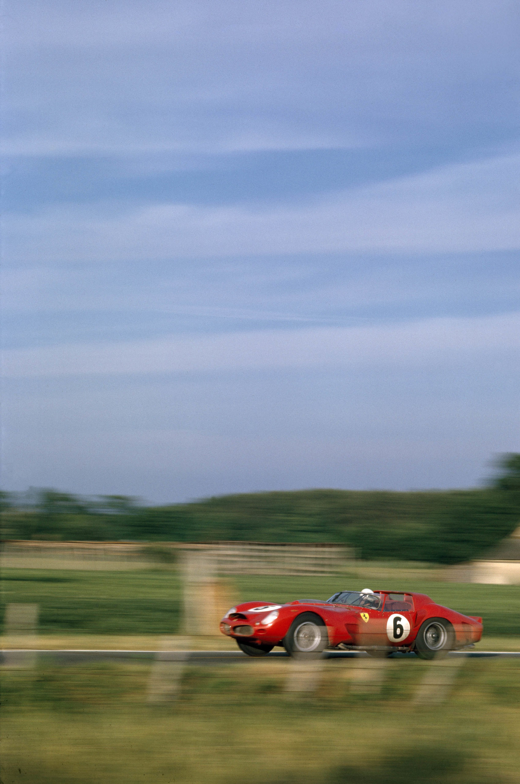 Olivier-Gendebien-and-Phil-Hill-Ferrari-at-the-1962-Le-Mans-24-Hours