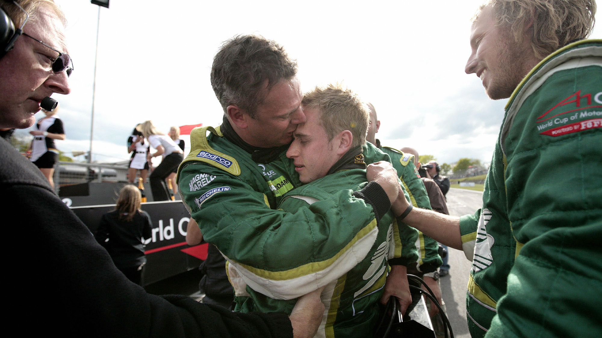 Ireland's A1GP racing driver Adam Carroll (2-R) celebrates with his chief mechanic after winning the A1GP world cup at Brands Hatch circuit on May 3, 2009. AFP PHOTO/Shaun Curry (Photo credit should read SHAUN CURRY/AFP via Getty Images)
