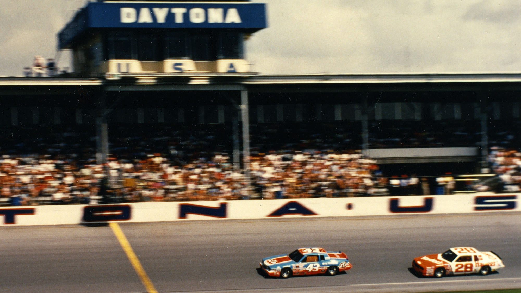 Richard Petty crosses the line to win the Firecracker 400 at Daytona in 1984