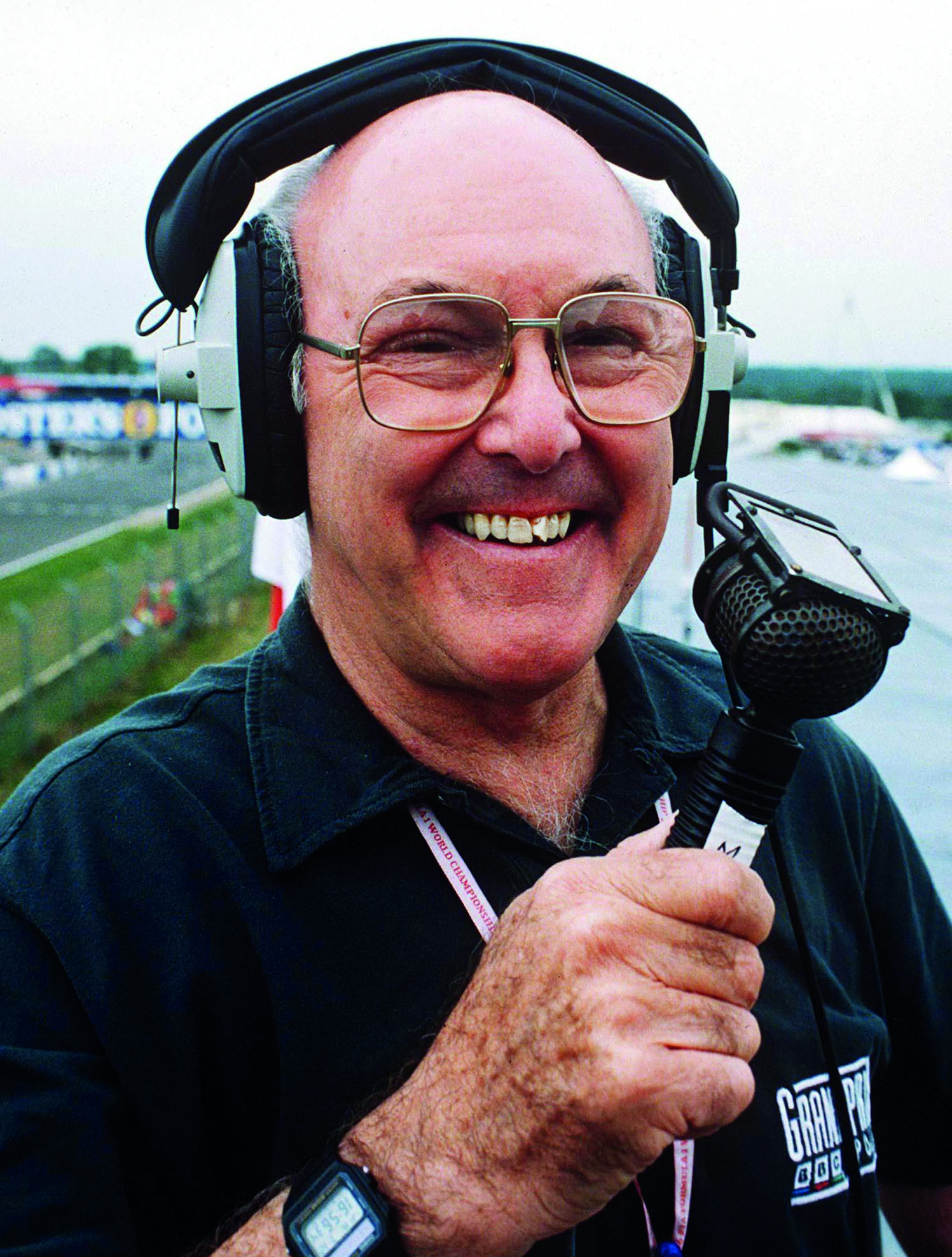 Murray-Walker-with-microphone