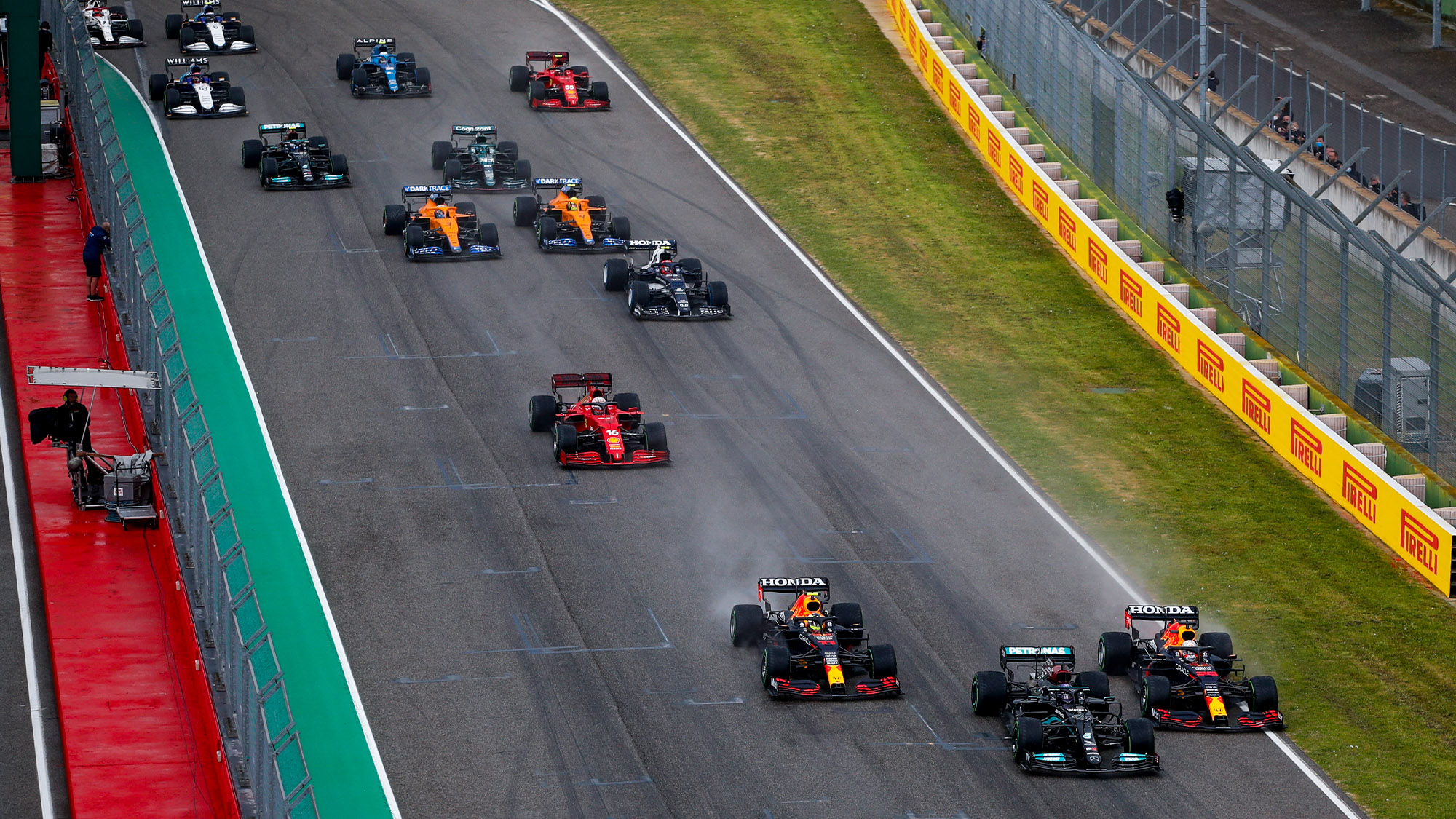 Lewis Hamilton leads briefly at the start of the 2021 Emilia Romagna Grand Prix